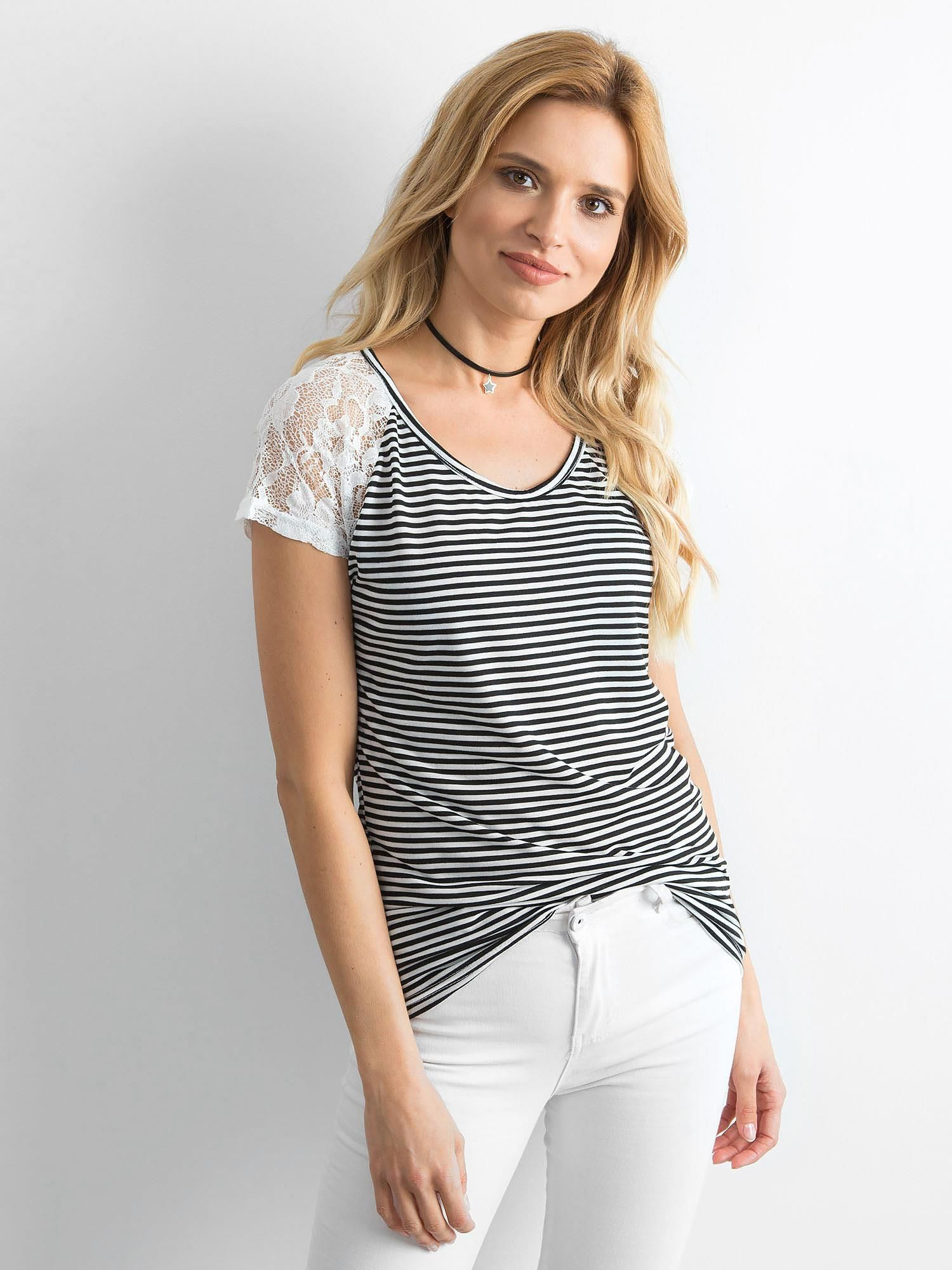b24393ccb754d Biało-czarny t-shirt w paski - T-shirt z nadrukiem - sklep eButik.pl