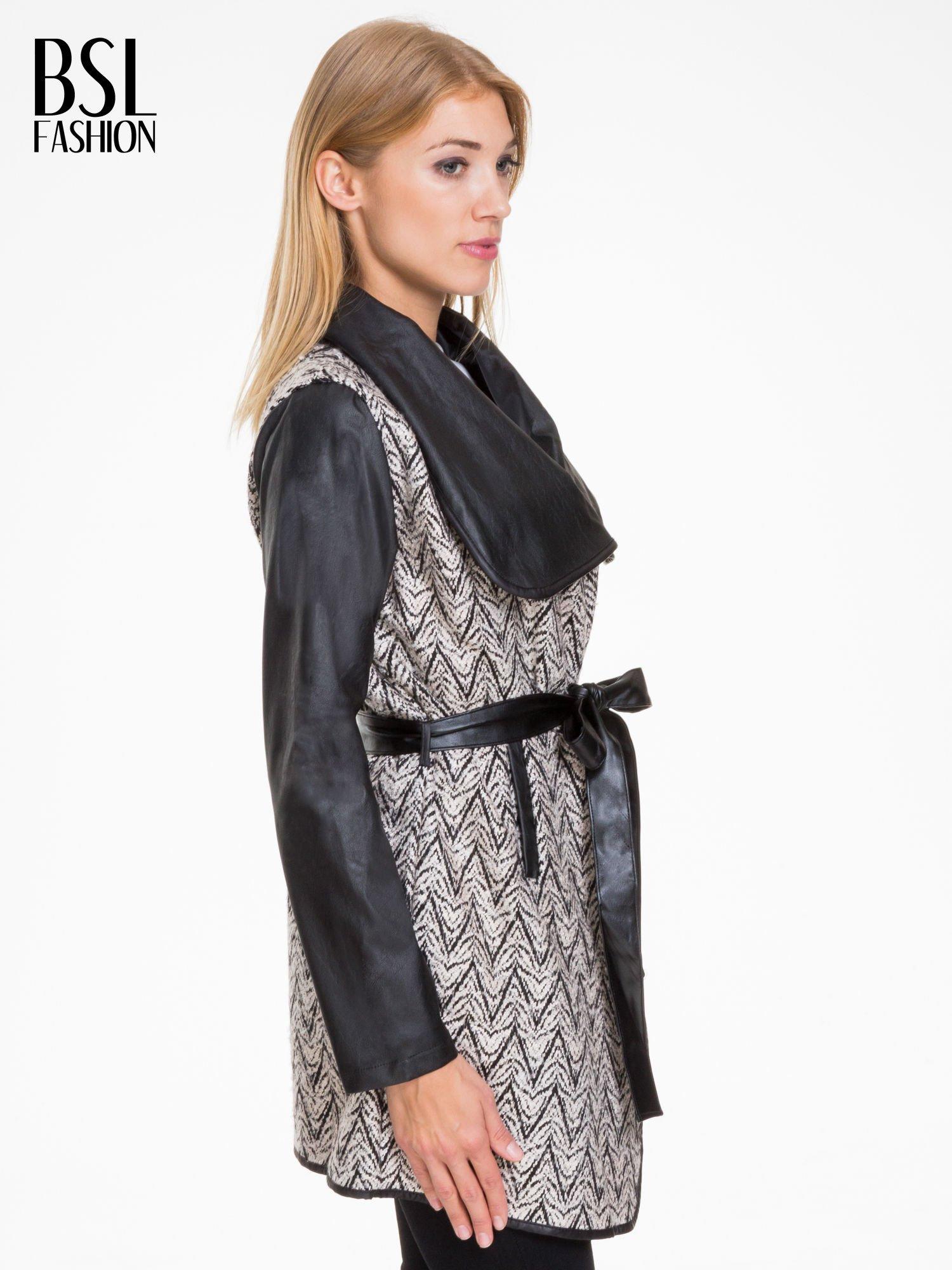 Biało-czarny wzorzysty wełniany płaszcz ze skórzanymi rękawami                                  zdj.                                  3
