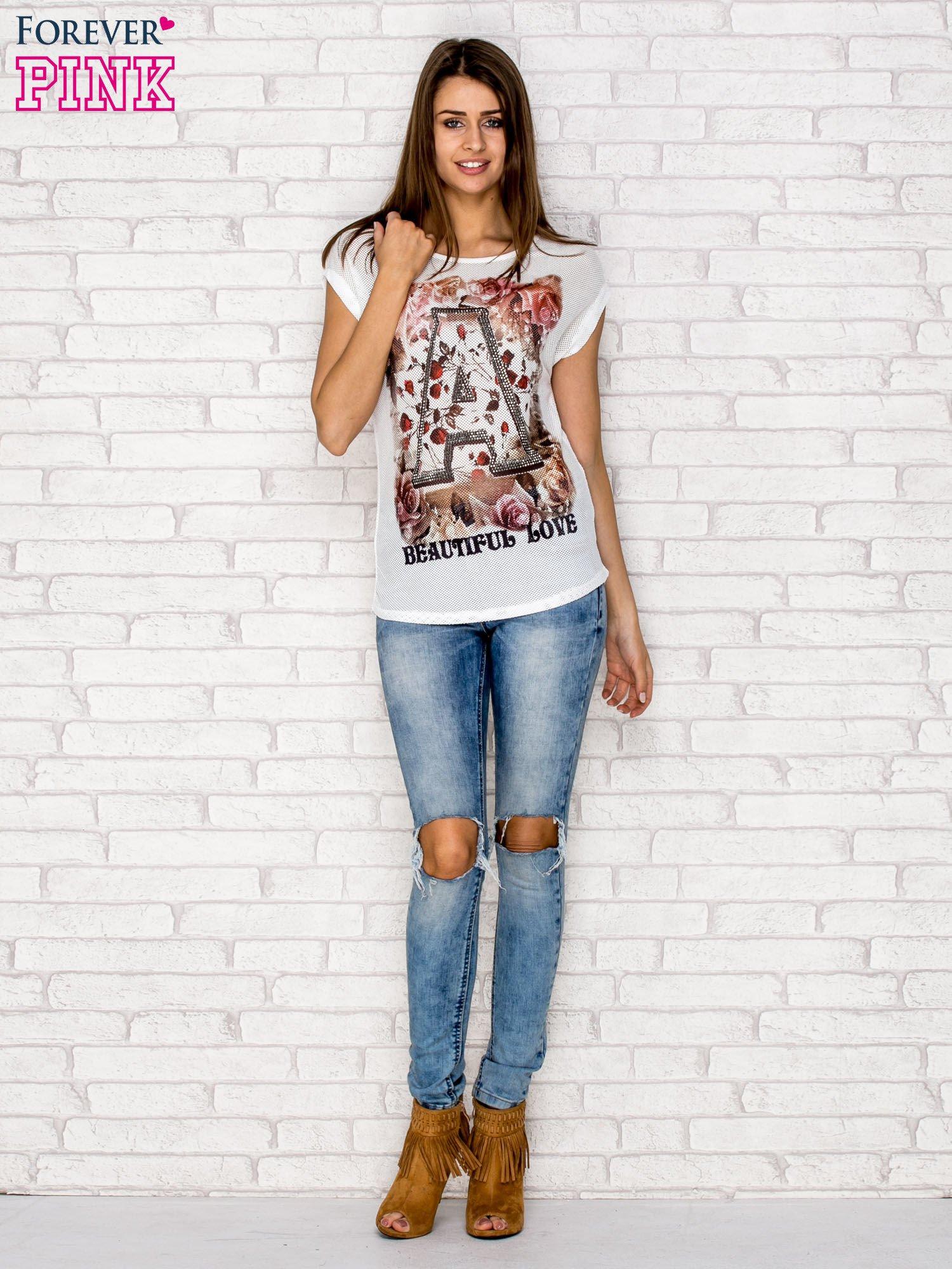 Biały siateczkowy t-shirt z literą A z dżetami                                  zdj.                                  4