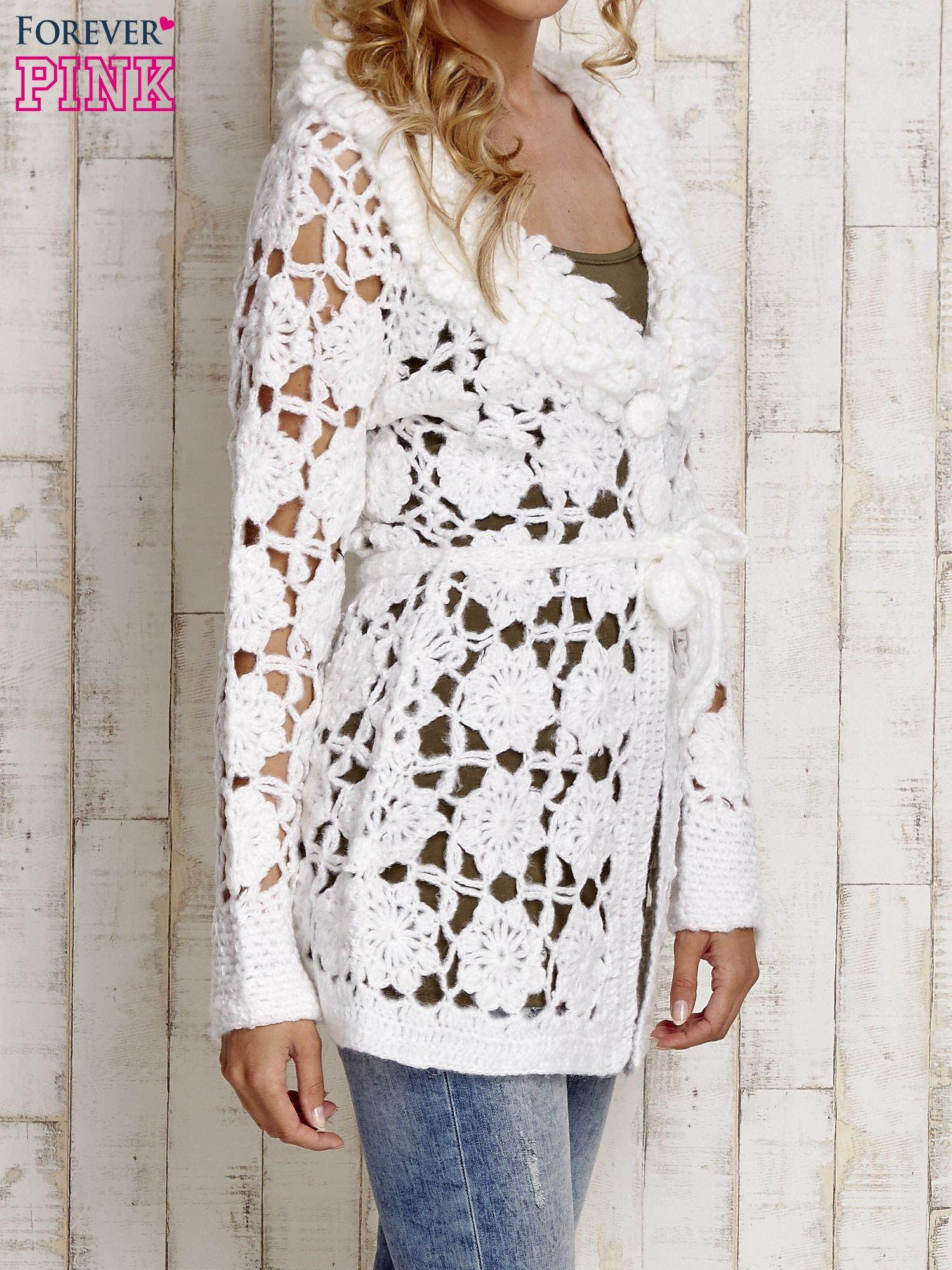 Biały sweter  z wiązaniem w pasie                                  zdj.                                  3