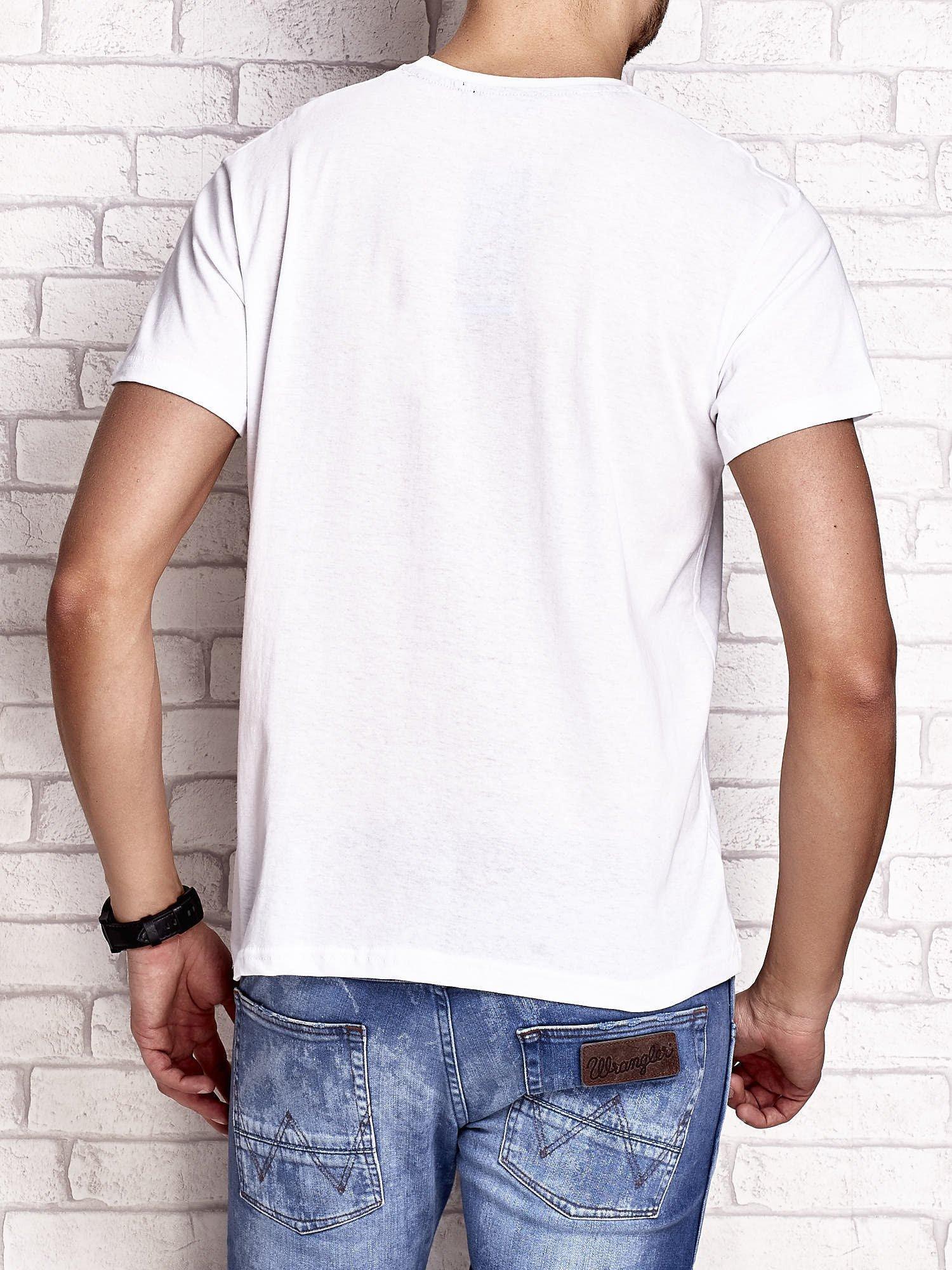 Biały t-shirt męski z napisami i kotwicą                                  zdj.                                  2