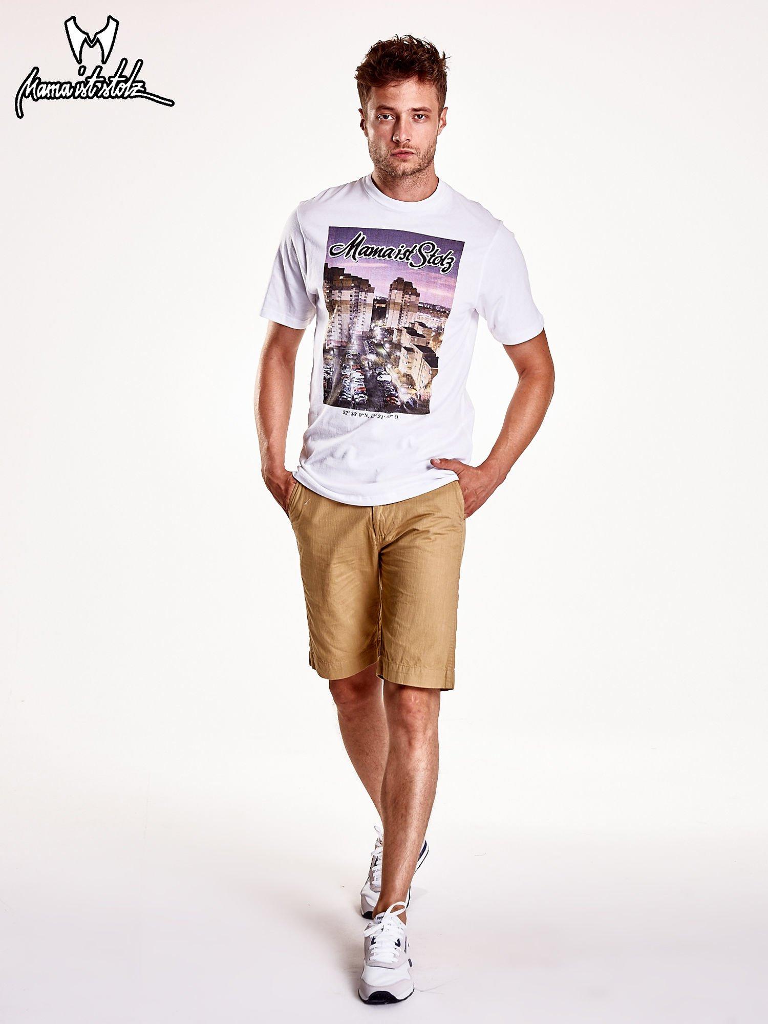 Biały t-shirt męski ze zdjęciem miasta                                  zdj.                                  3