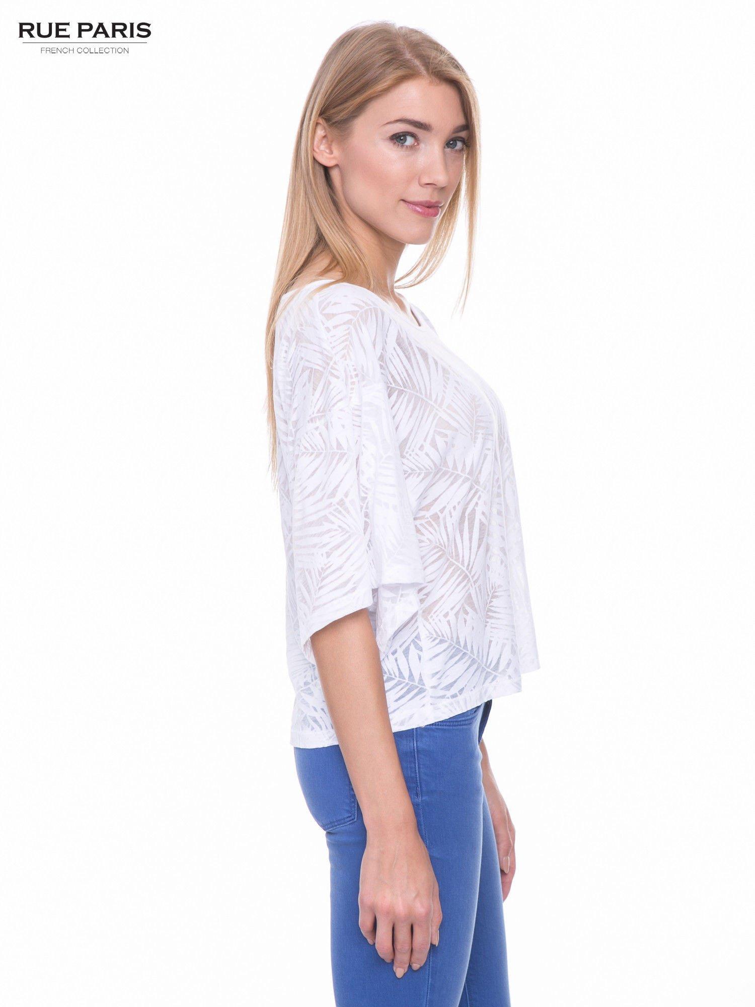 Biały t-shirt w transparentny nadruk palm o kimonowym kroju                                  zdj.                                  2