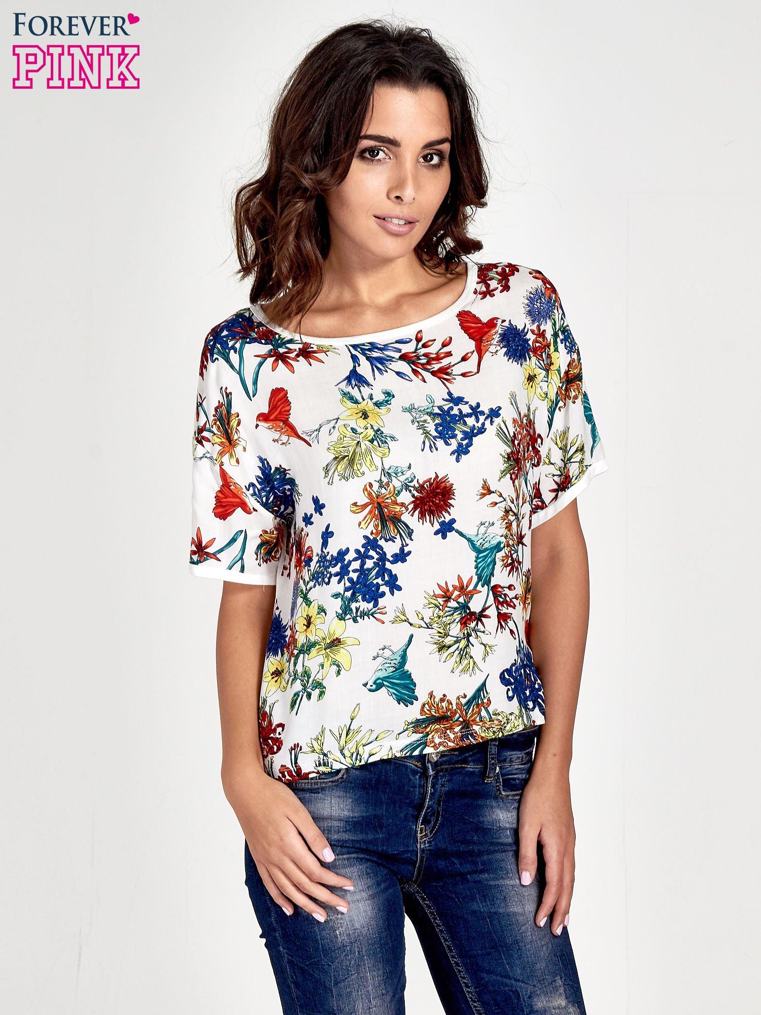 Biały t-shirt we wzór roślinny                                  zdj.                                  1