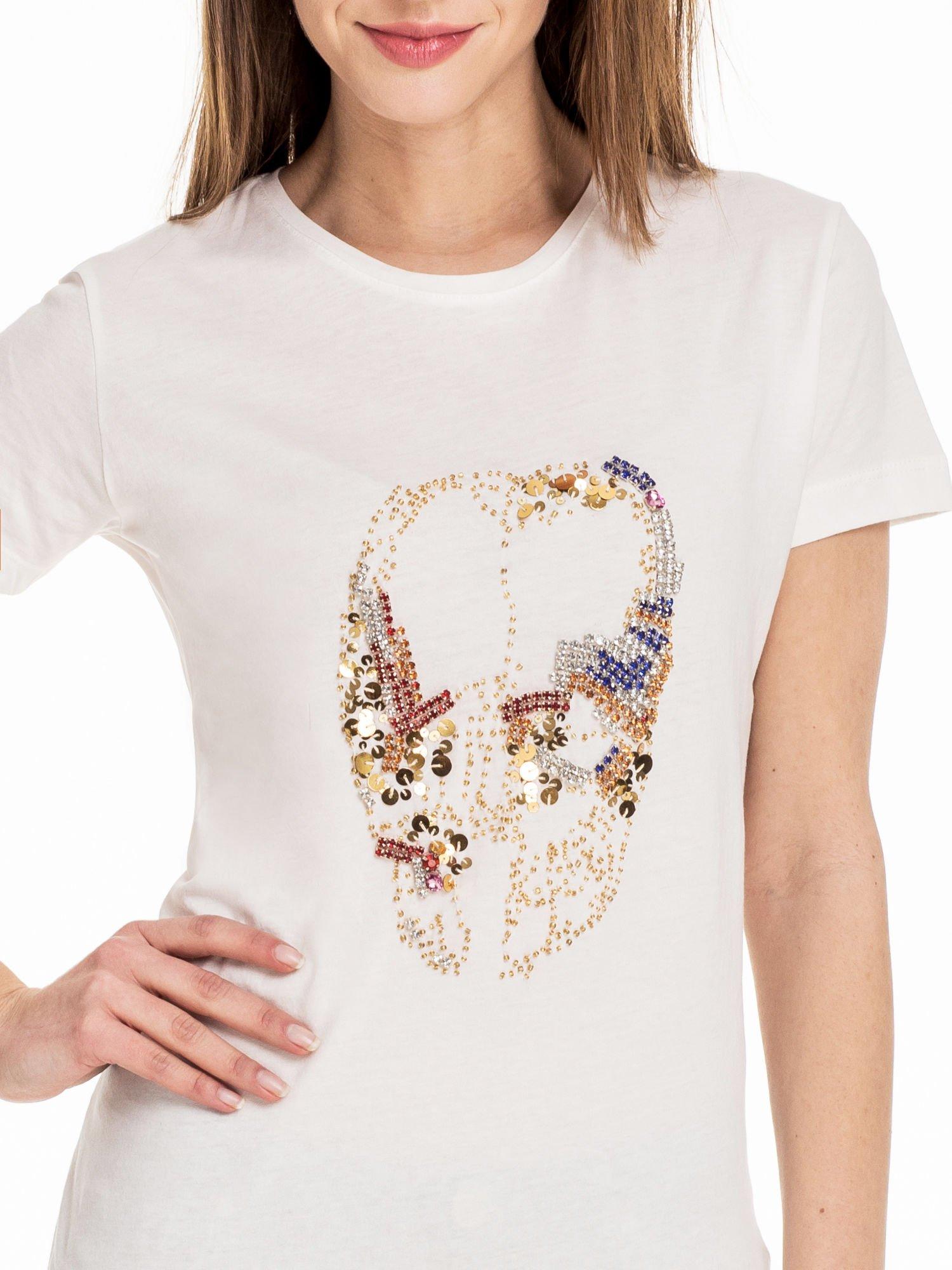 Biały t-shirt z aplikacją czaszki z cekinów                                  zdj.                                  5