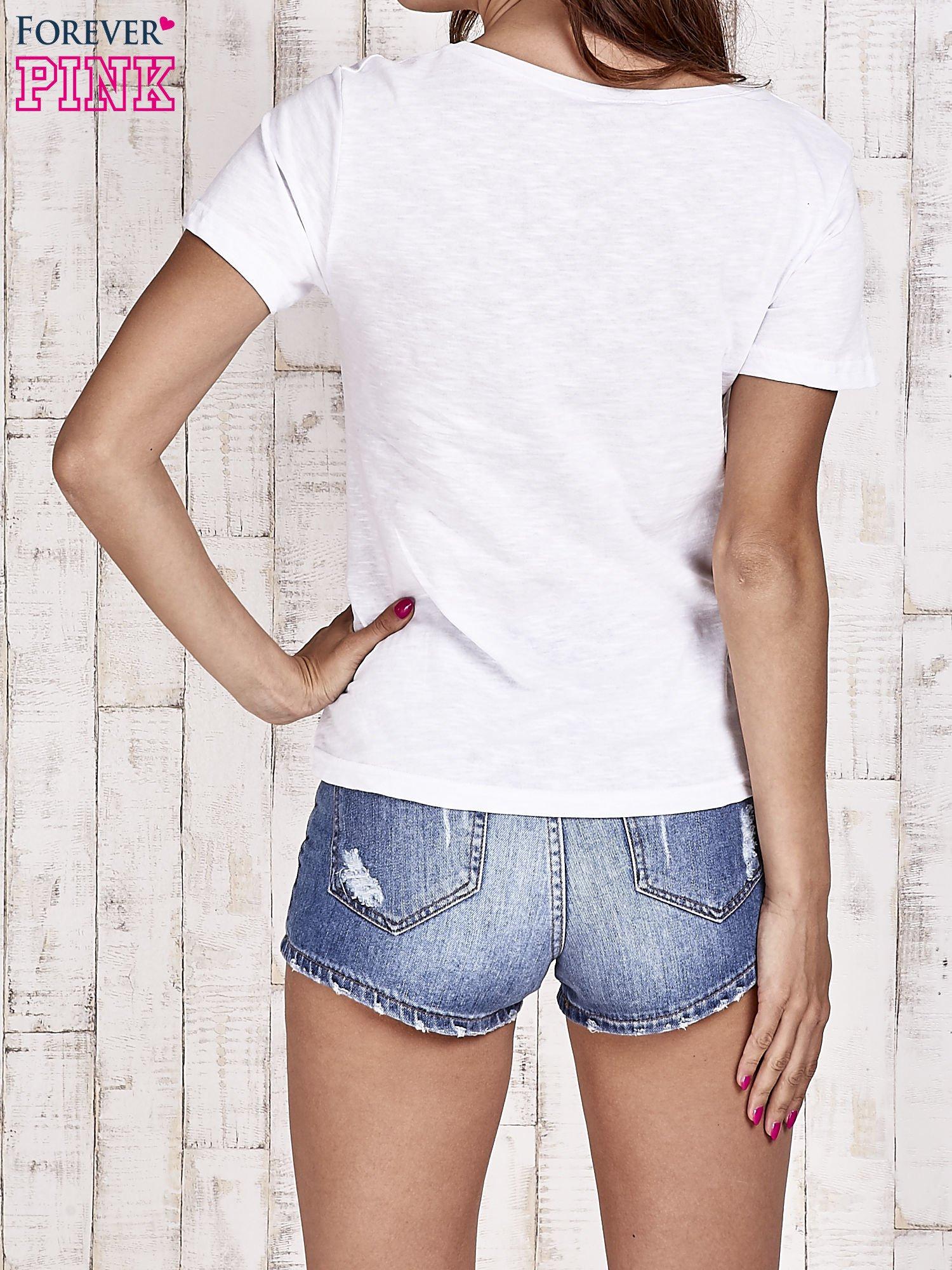 Biały t-shirt z dżetami                                  zdj.                                  4