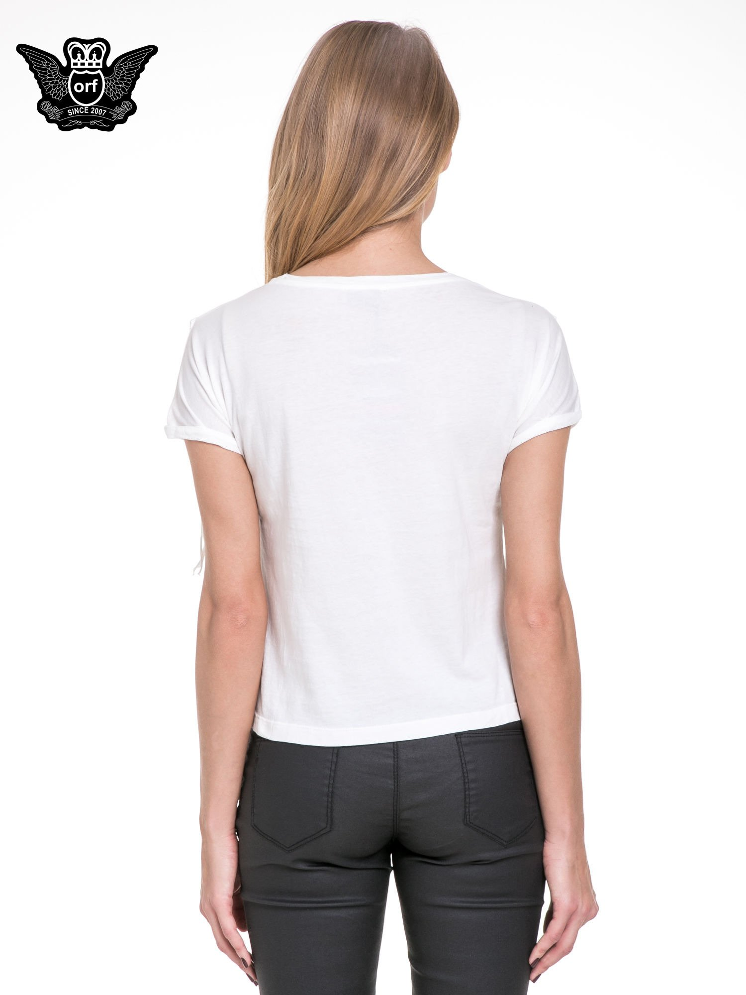 Biały t-shirt z frędzlami z przodu                                  zdj.                                  4