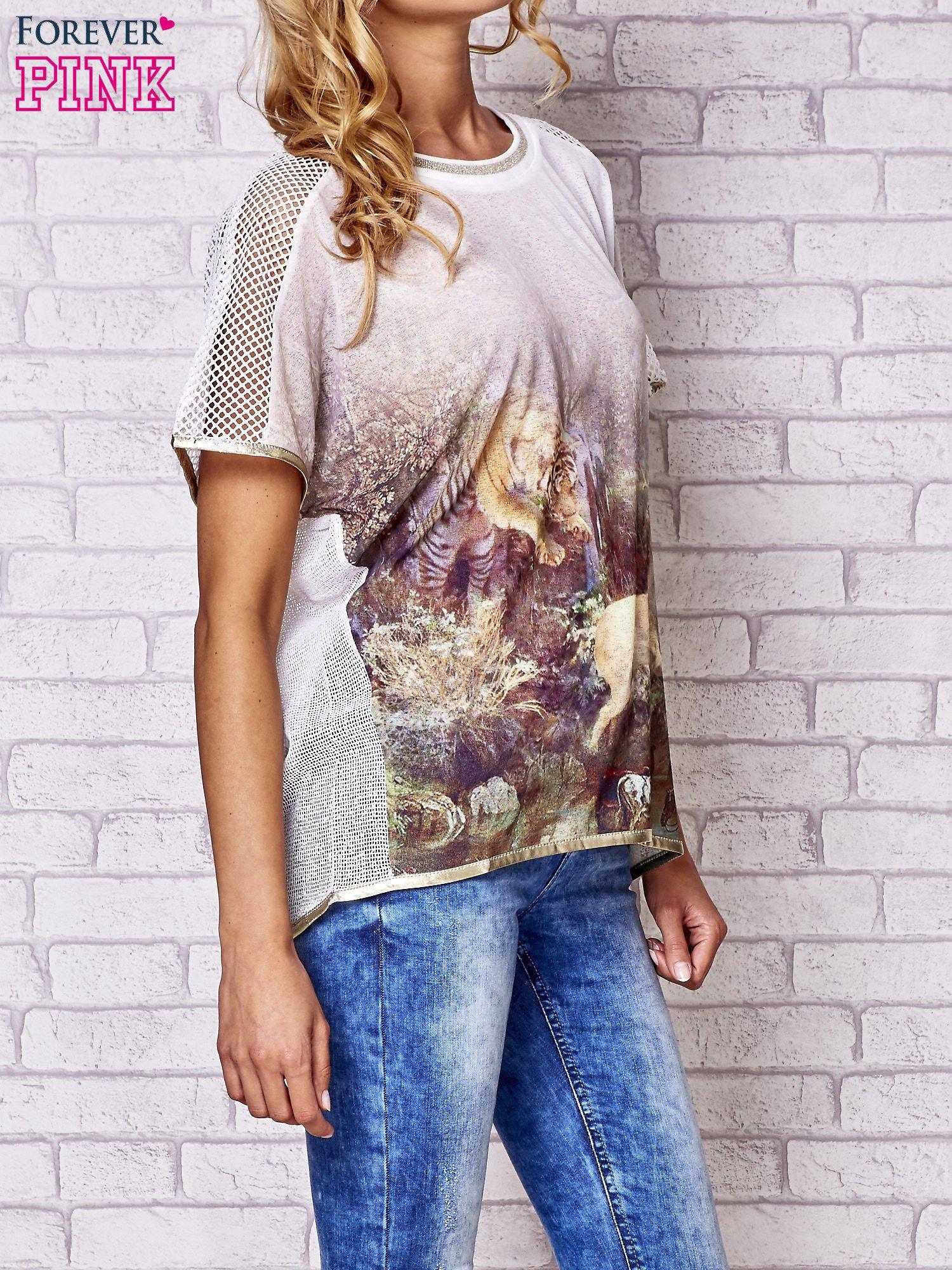 Biały t-shirt z grafiką animal print i siateczkowym tyłem                                  zdj.                                  5