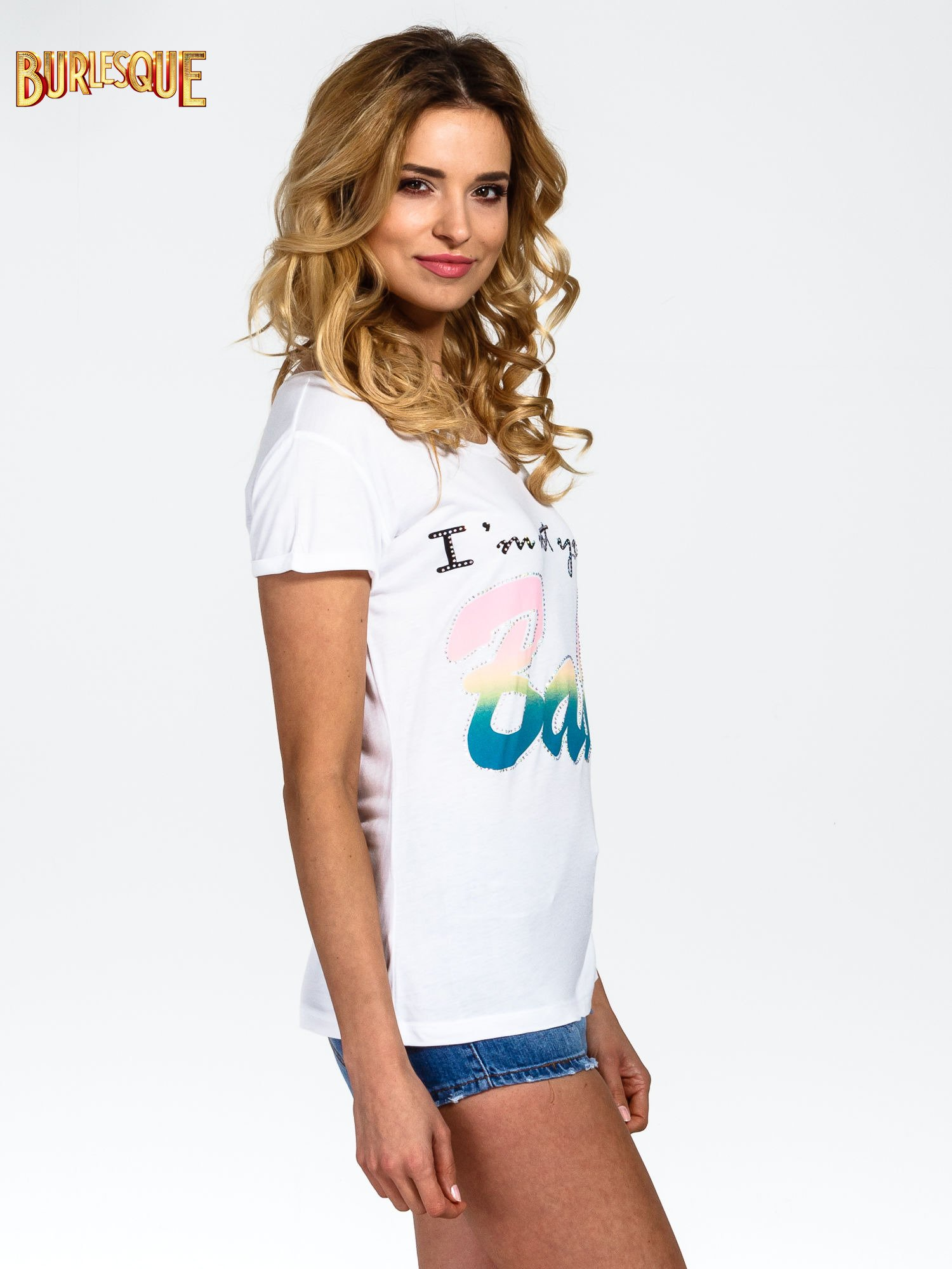 Biały t-shirt z kolorowym nadrukiem I'M NOT YOUR BABE                                  zdj.                                  3