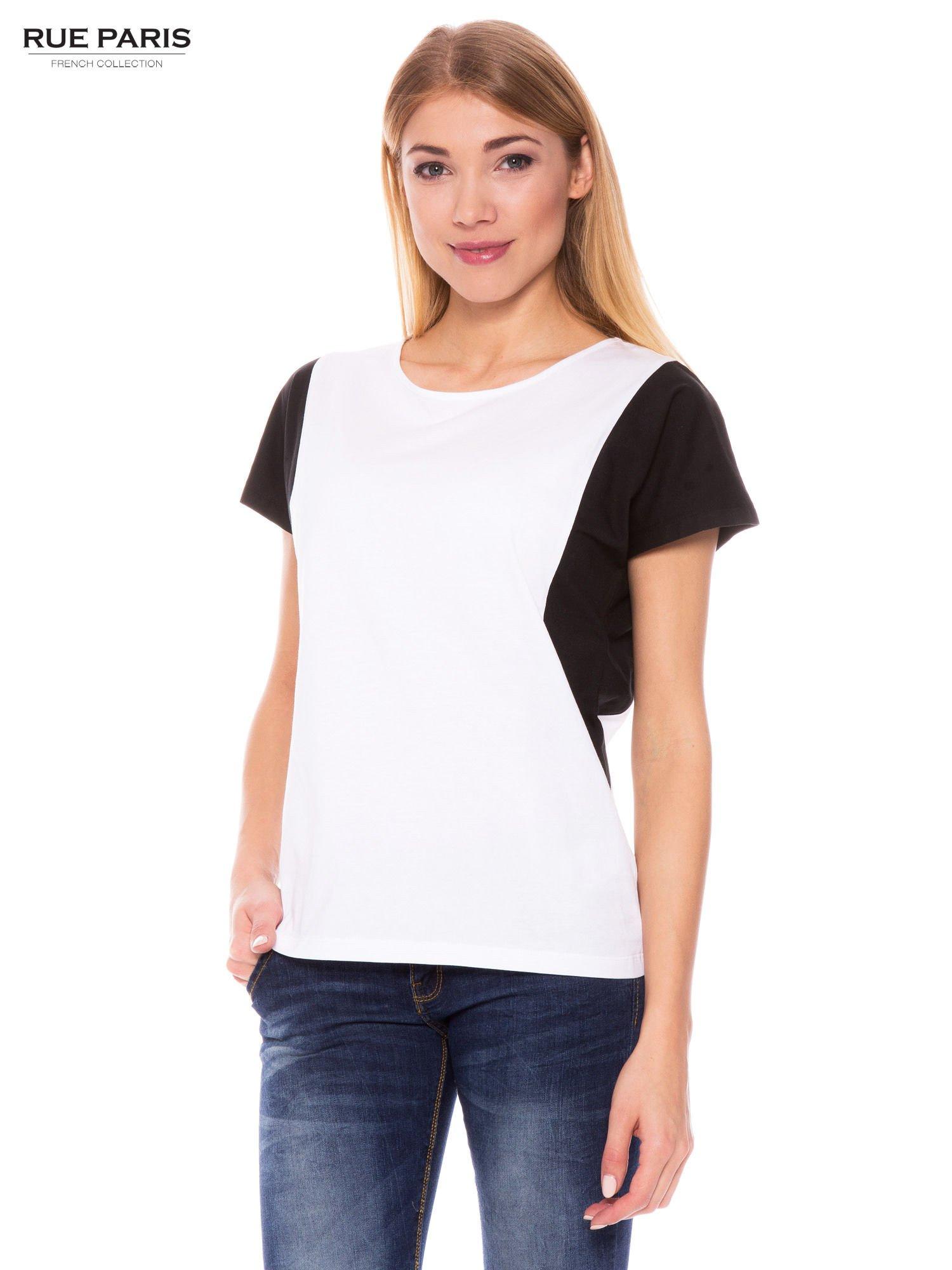 Biały t-shirt z kontrastowymi wstawkami na ramionach                                  zdj.                                  1