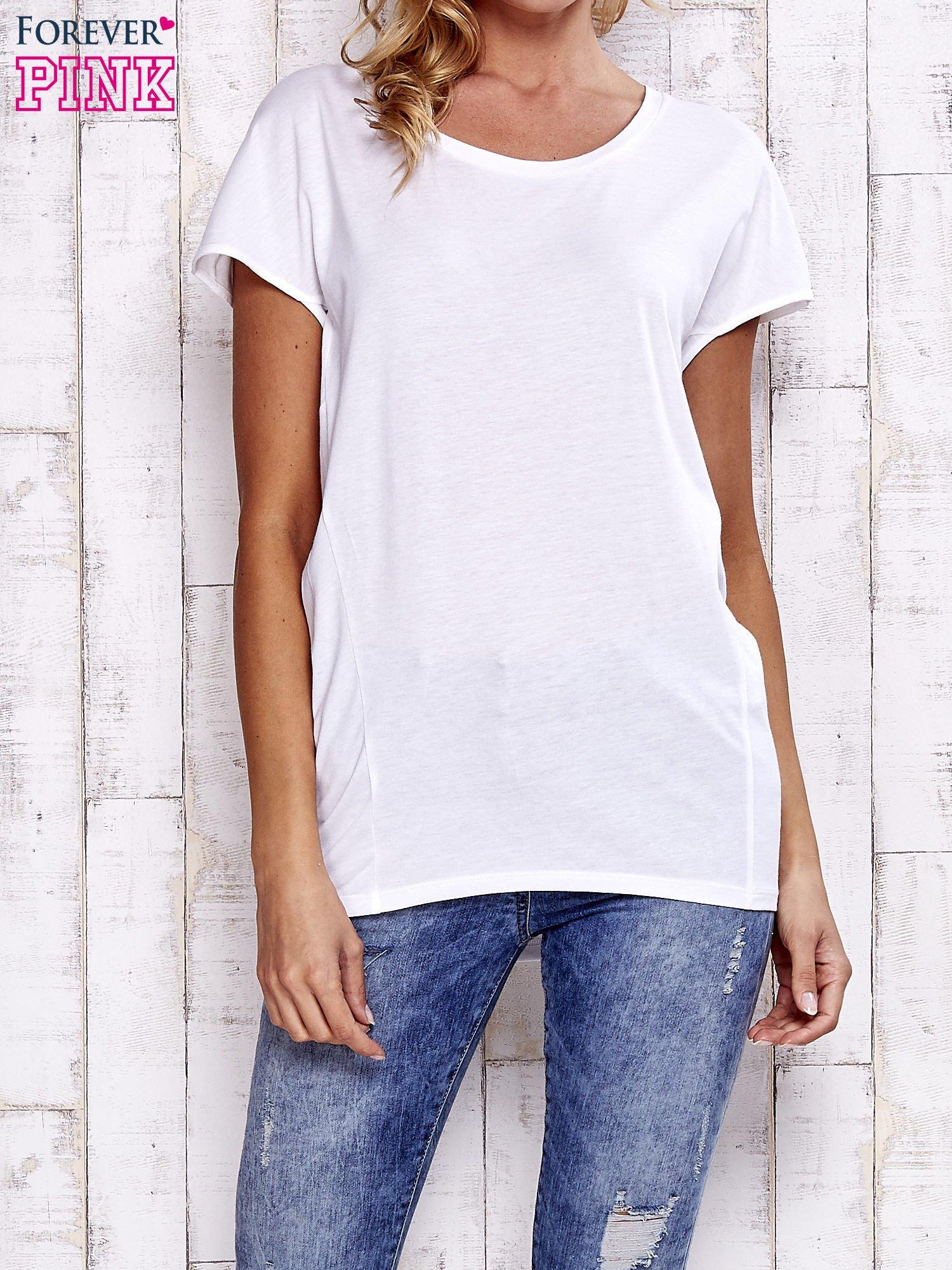 Biały t-shirt z modelującymi przeszyciami                                  zdj.                                  1