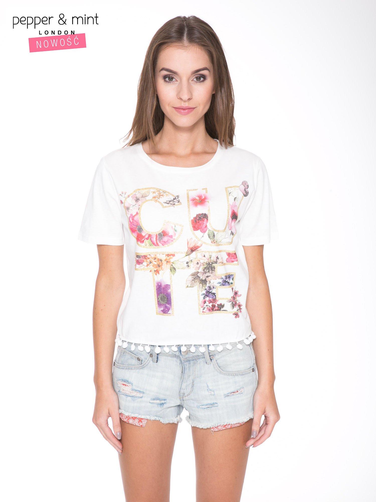 Biały t-shirt z nadrukiem CUTE i pomponami w stylu etno                                  zdj.                                  1