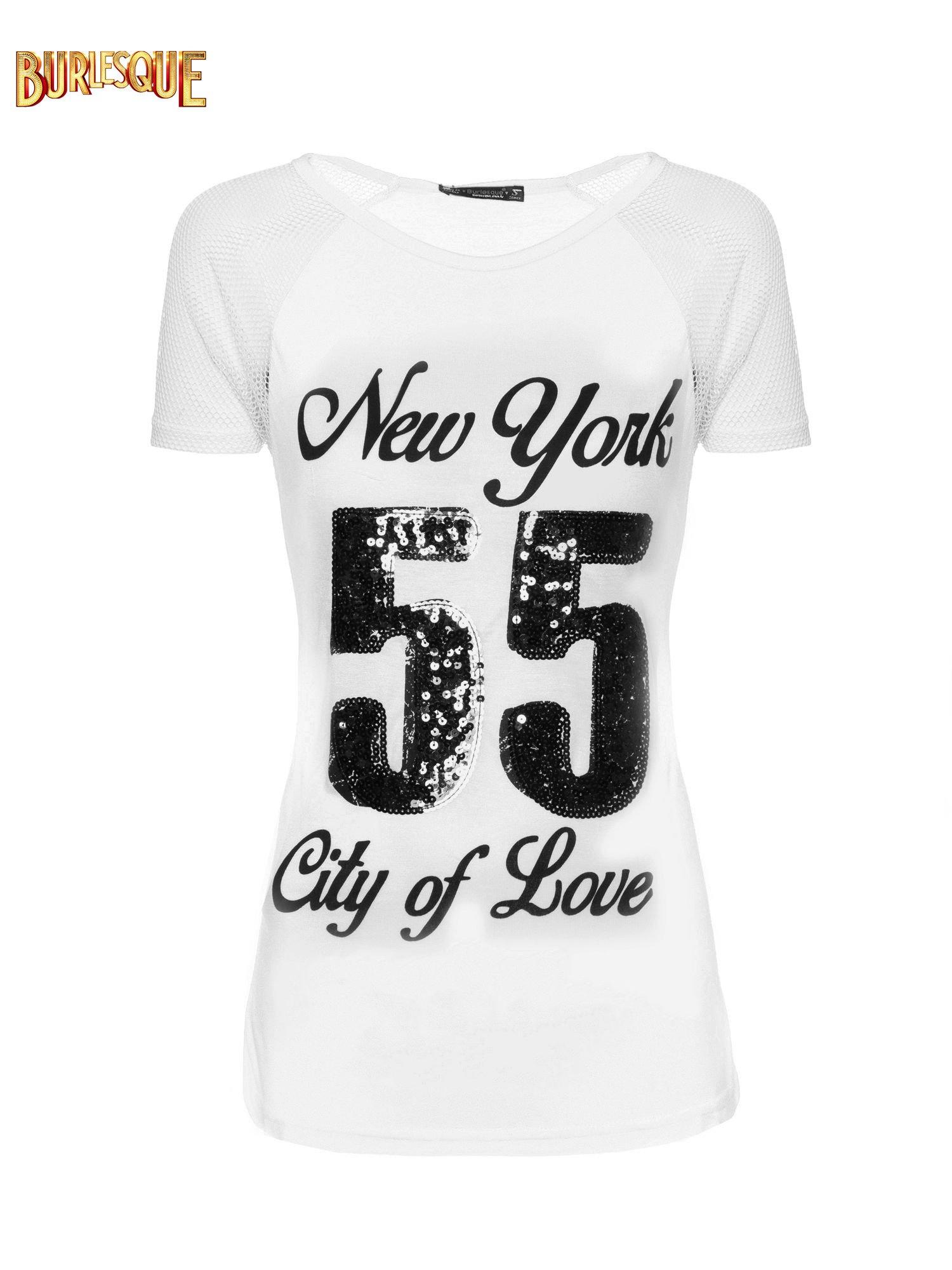 Biały t-shirt z nadrukiem NEW YORK 55 i siatkowymi rękawami                                  zdj.                                  1