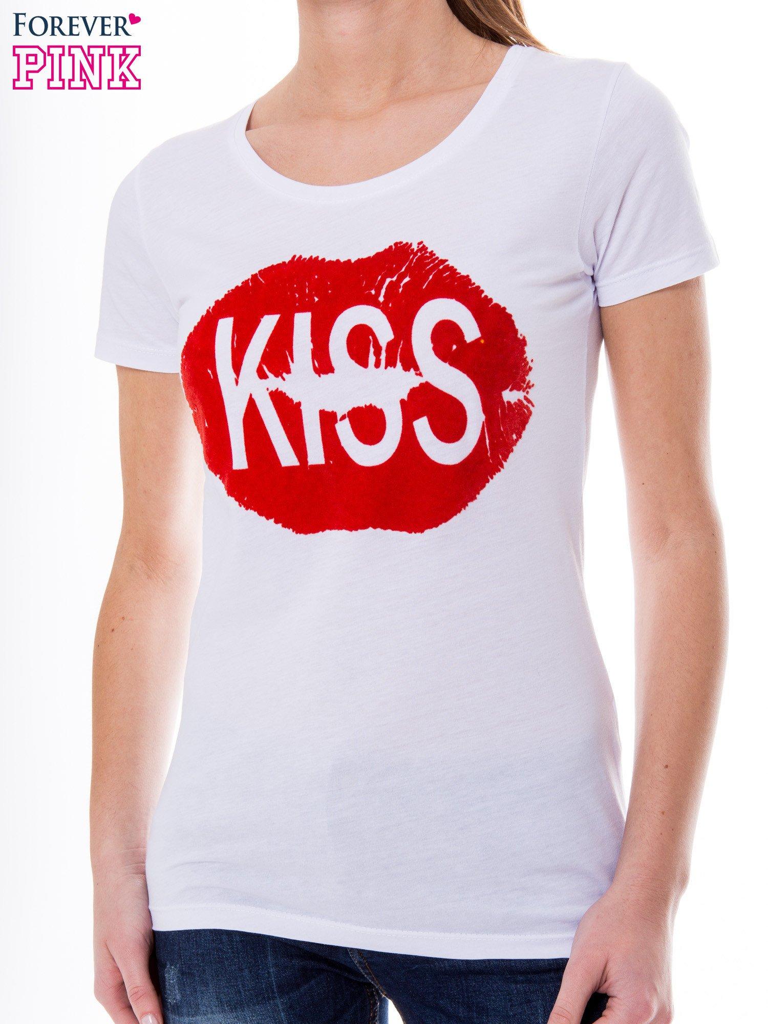 Biały t-shirt z nadrukiem ust KISS                                  zdj.                                  5