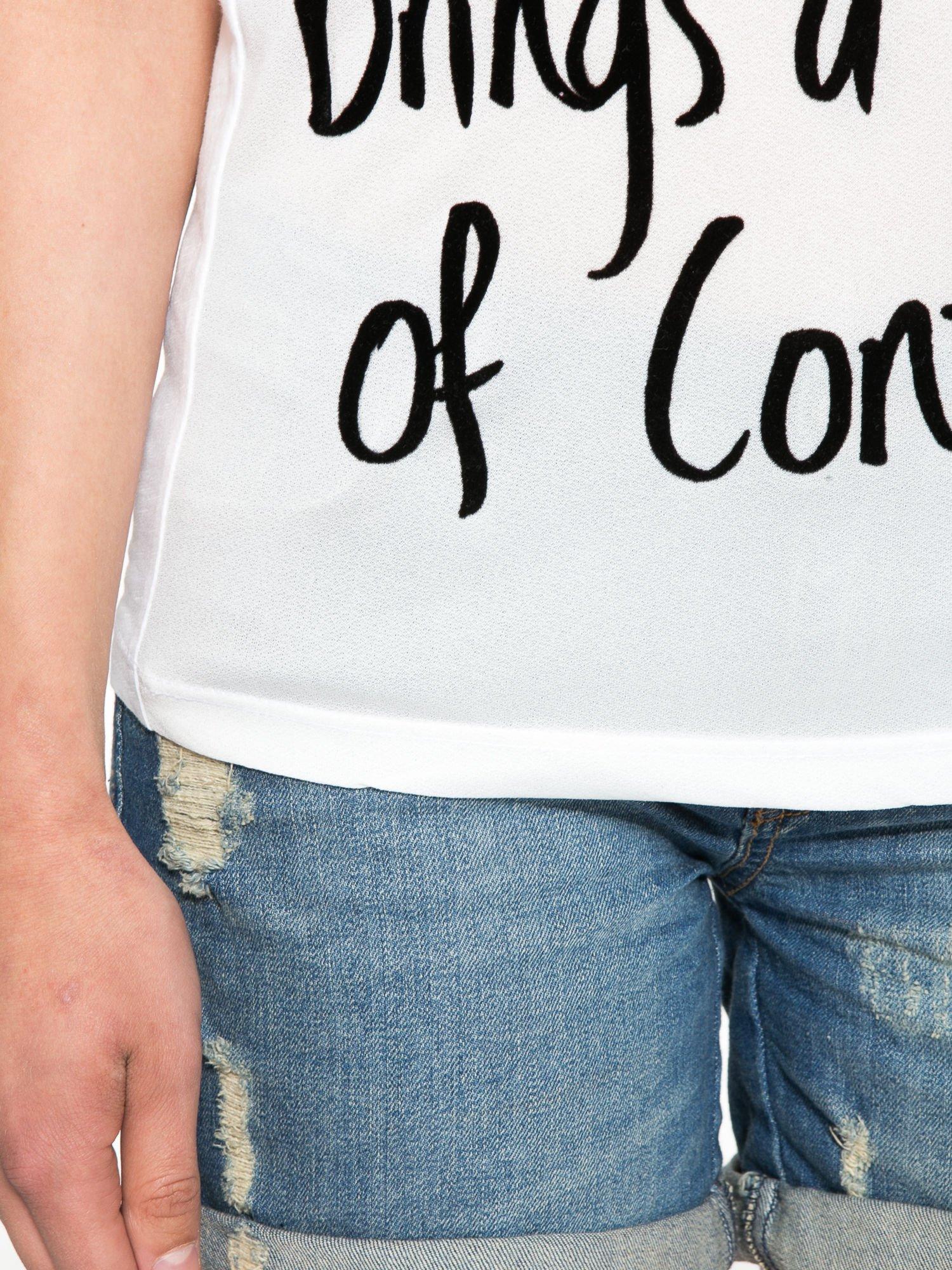 Biały t-shirt z napisem A SUNDAY                                  zdj.                                  7