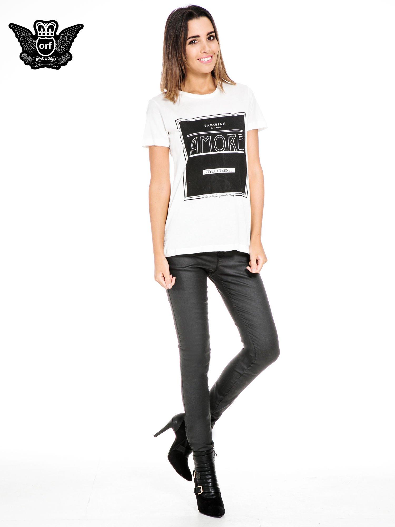 Biały t-shirt z napisem AMORE                                  zdj.                                  2