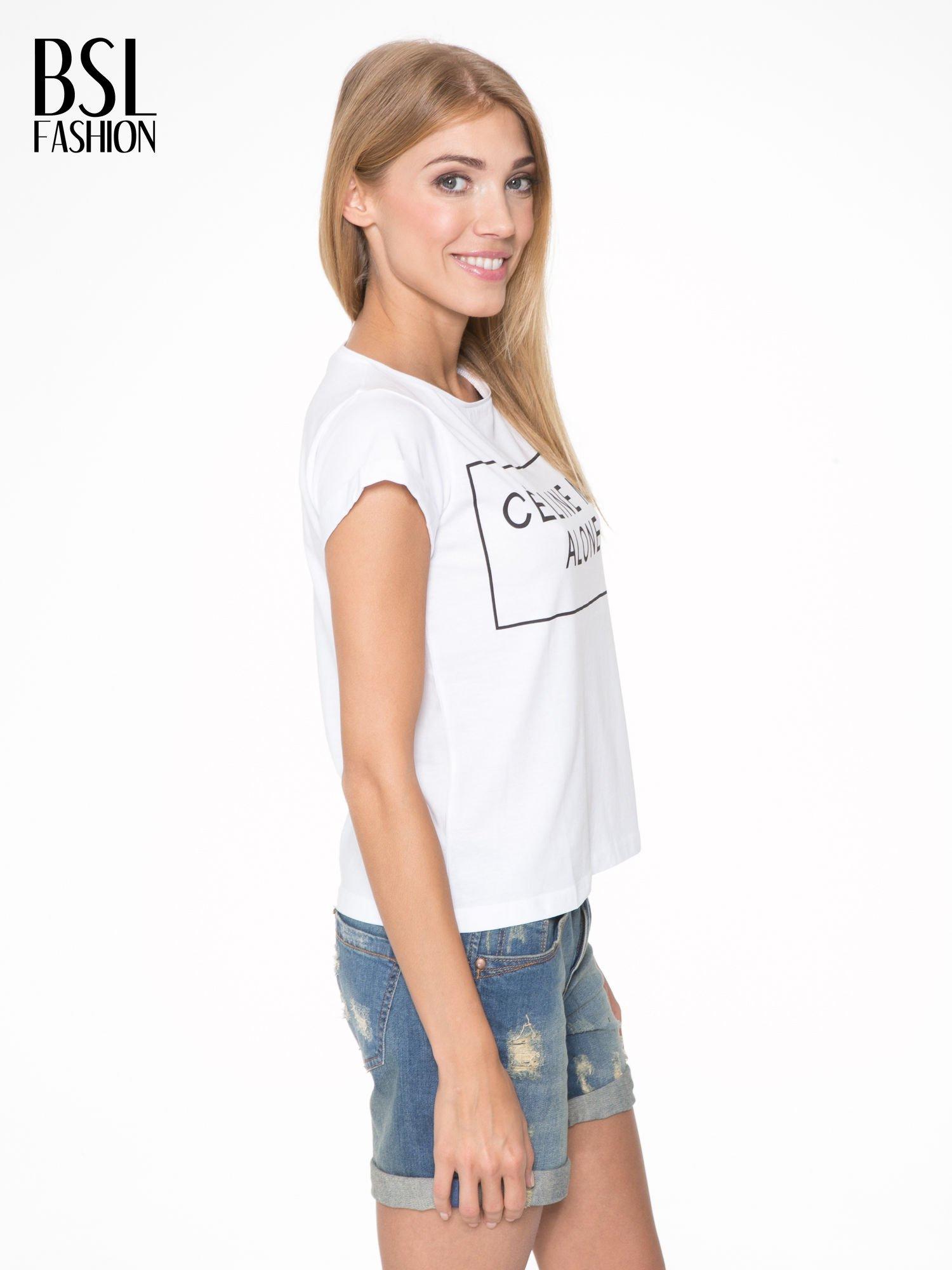 Biały t-shirt z napisem CÉLINE ME ALONE                                  zdj.                                  3