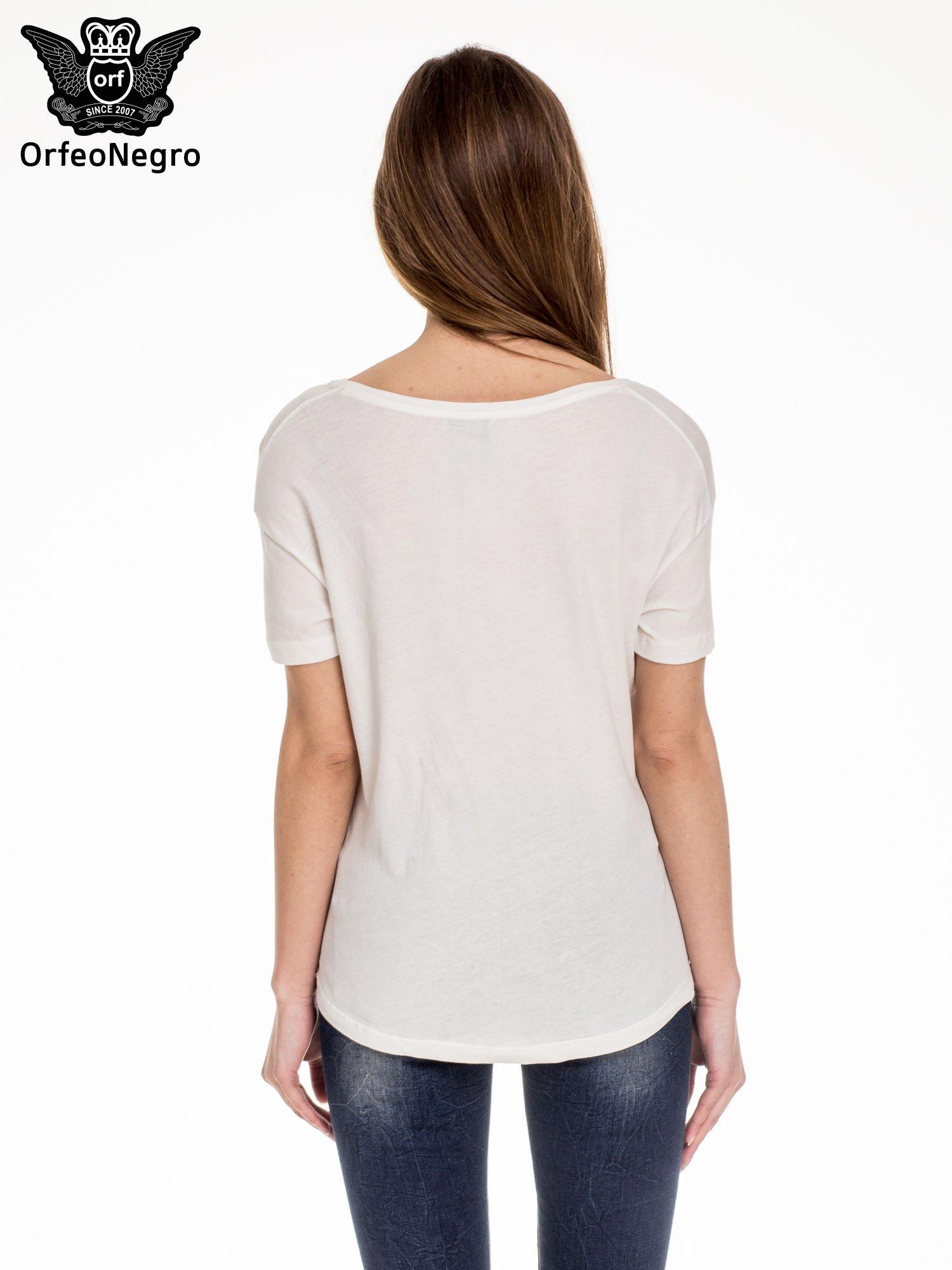Biały t-shirt z napisem HOW TO BE FAMOUS                                  zdj.                                  4
