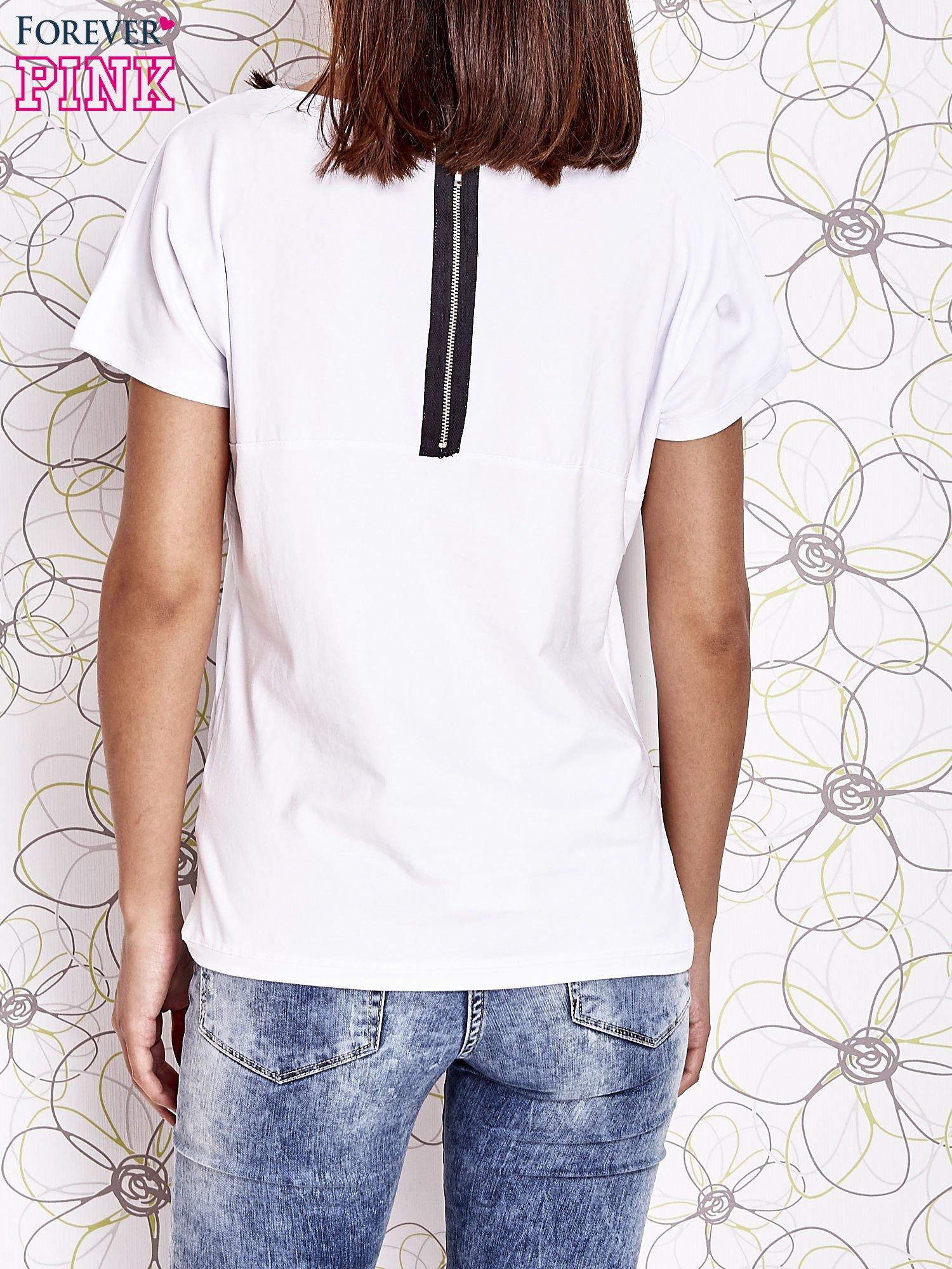 Biały t-shirt z napisem J'ADORE LE NOIR                                  zdj.                                  4
