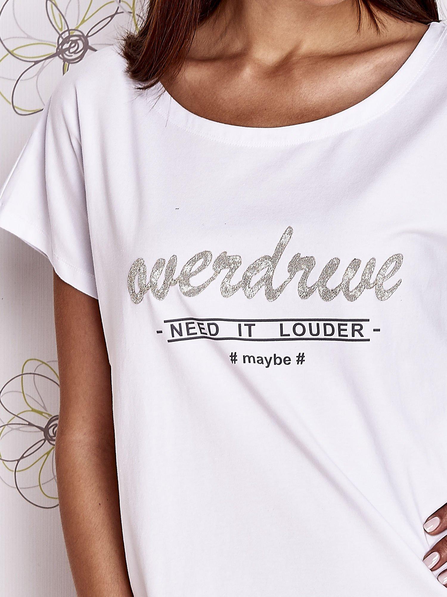 Biały t-shirt z napisem NEED IT LOUDER                                  zdj.                                  5
