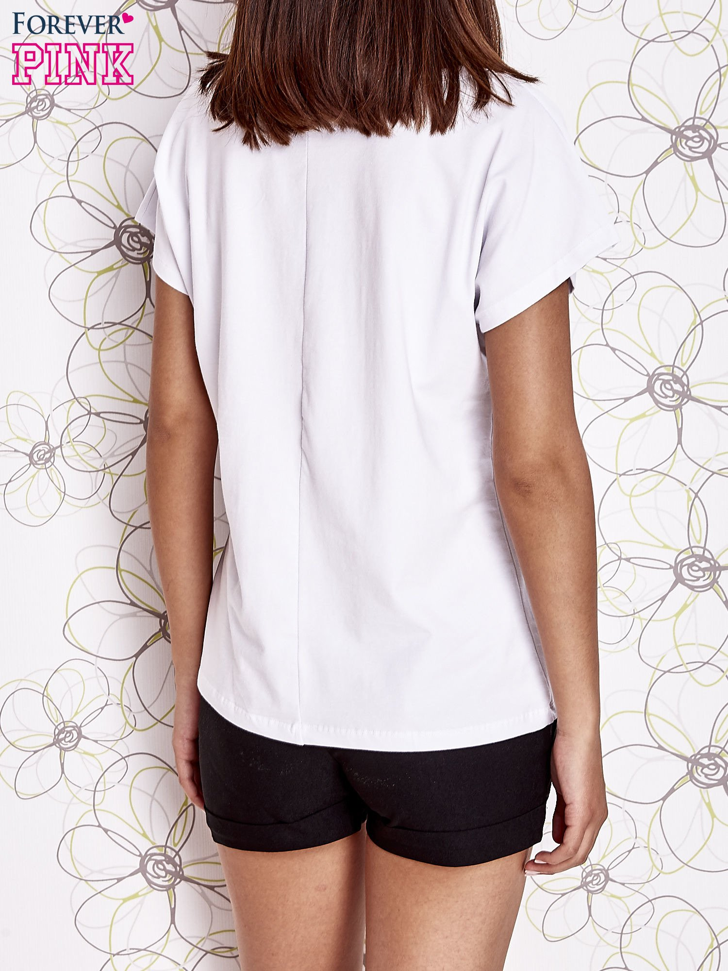 Biały t-shirt z napisem NEED IT LOUDER                                  zdj.                                  2