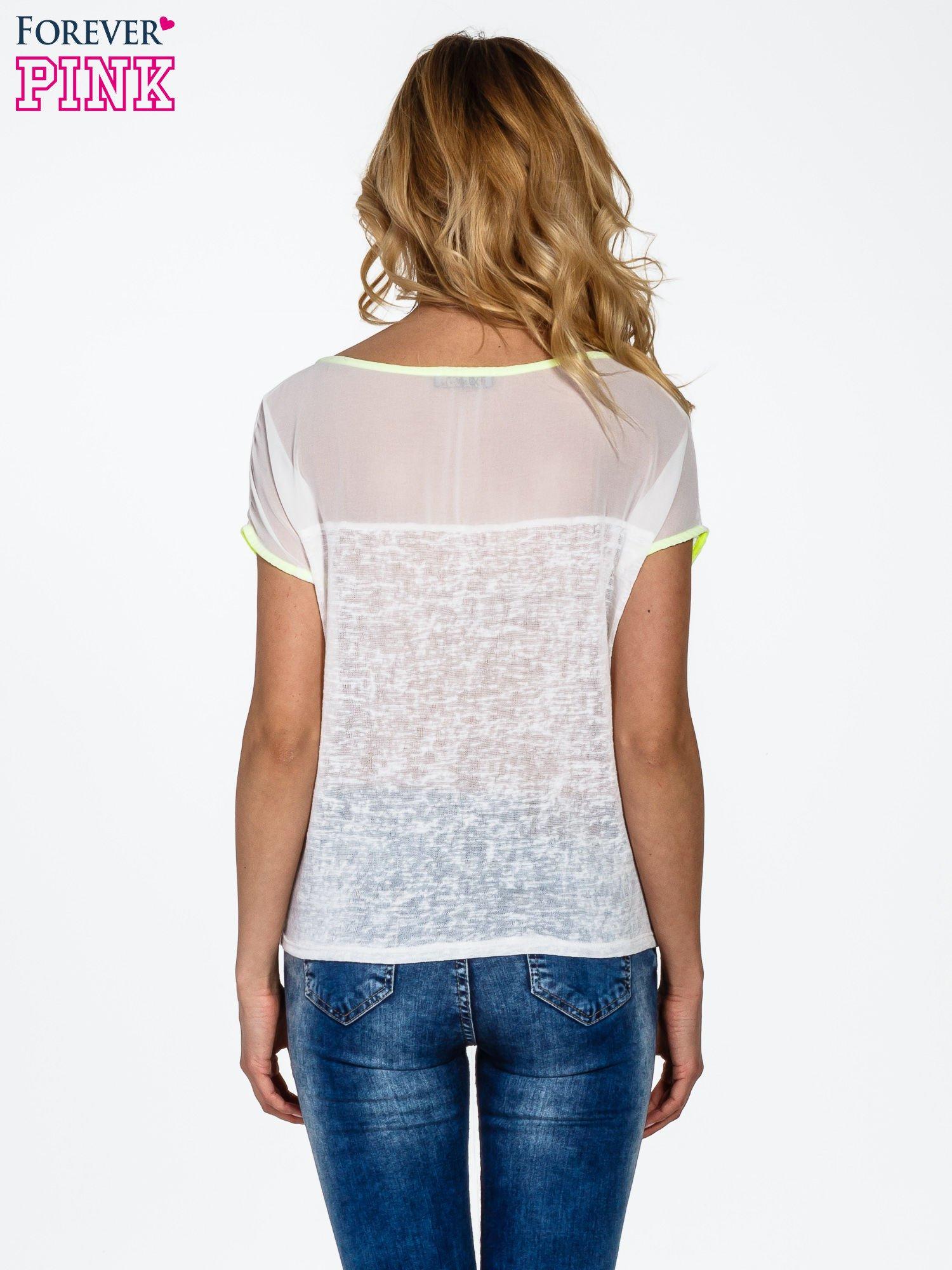 Biały t-shirt z wiązaniem z boku                                  zdj.                                  4