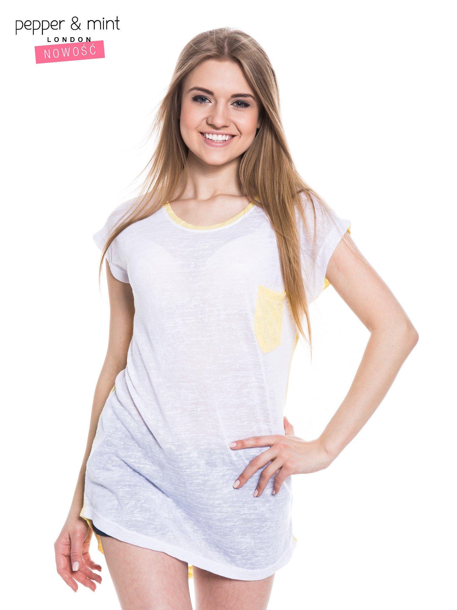 Biały t-shirt z wydłużanym tyłem w kolorze żółtym                                  zdj.                                  1
