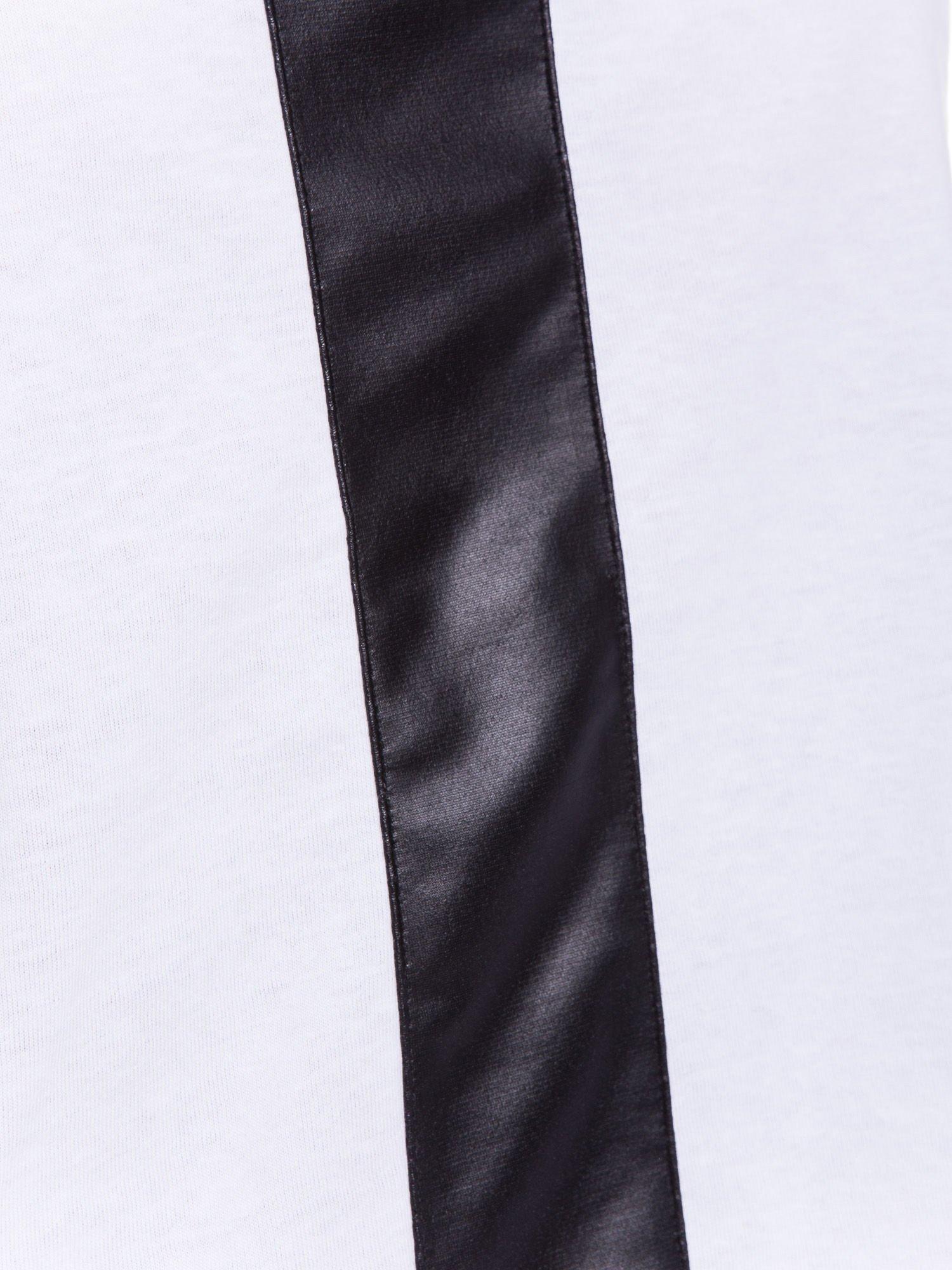 Biały top z czarnym skórzanym pasem                                  zdj.                                  5