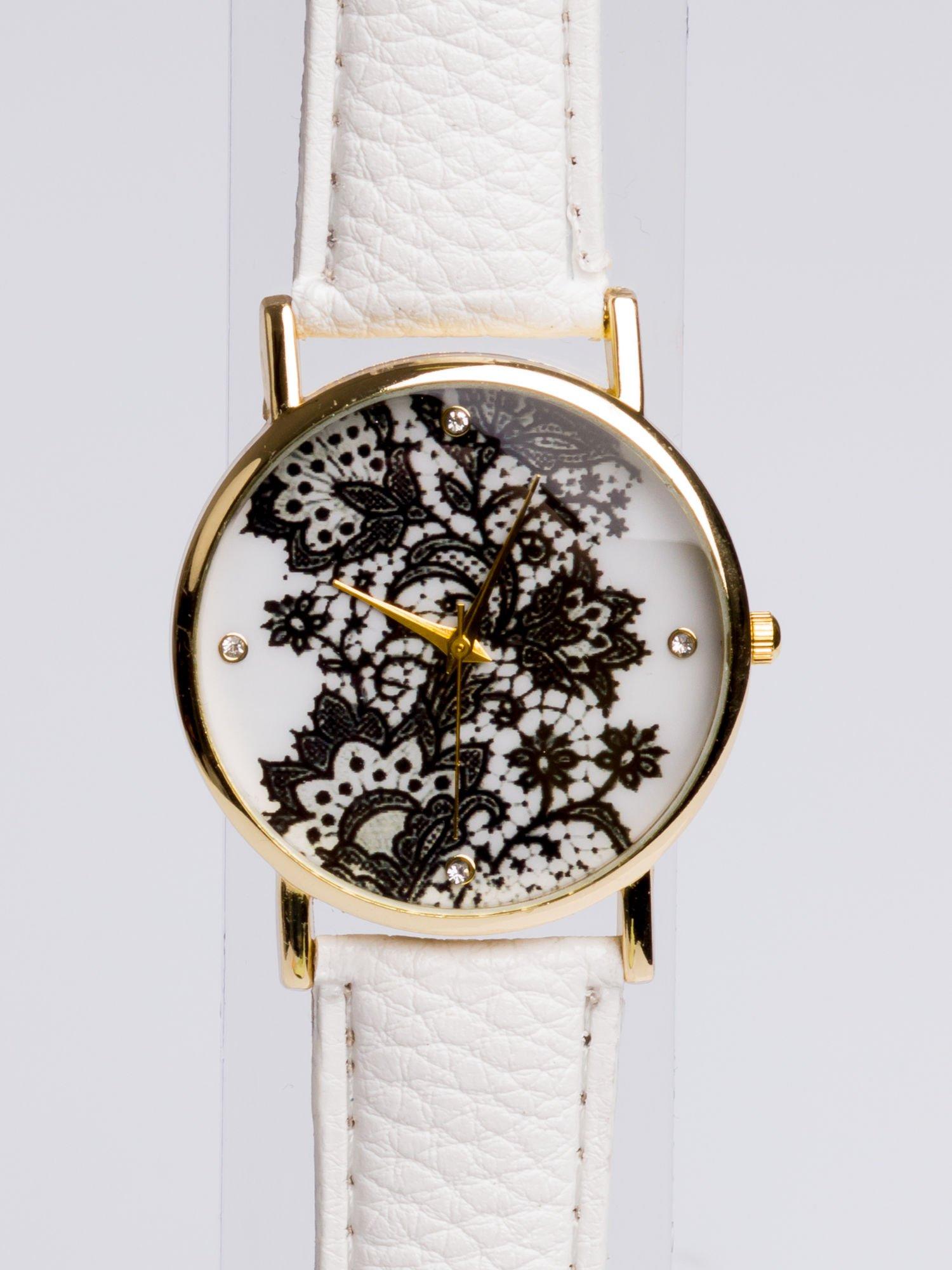 Biały zegarek damski na skórzanym pasku z motywem koronki                                  zdj.                                  2