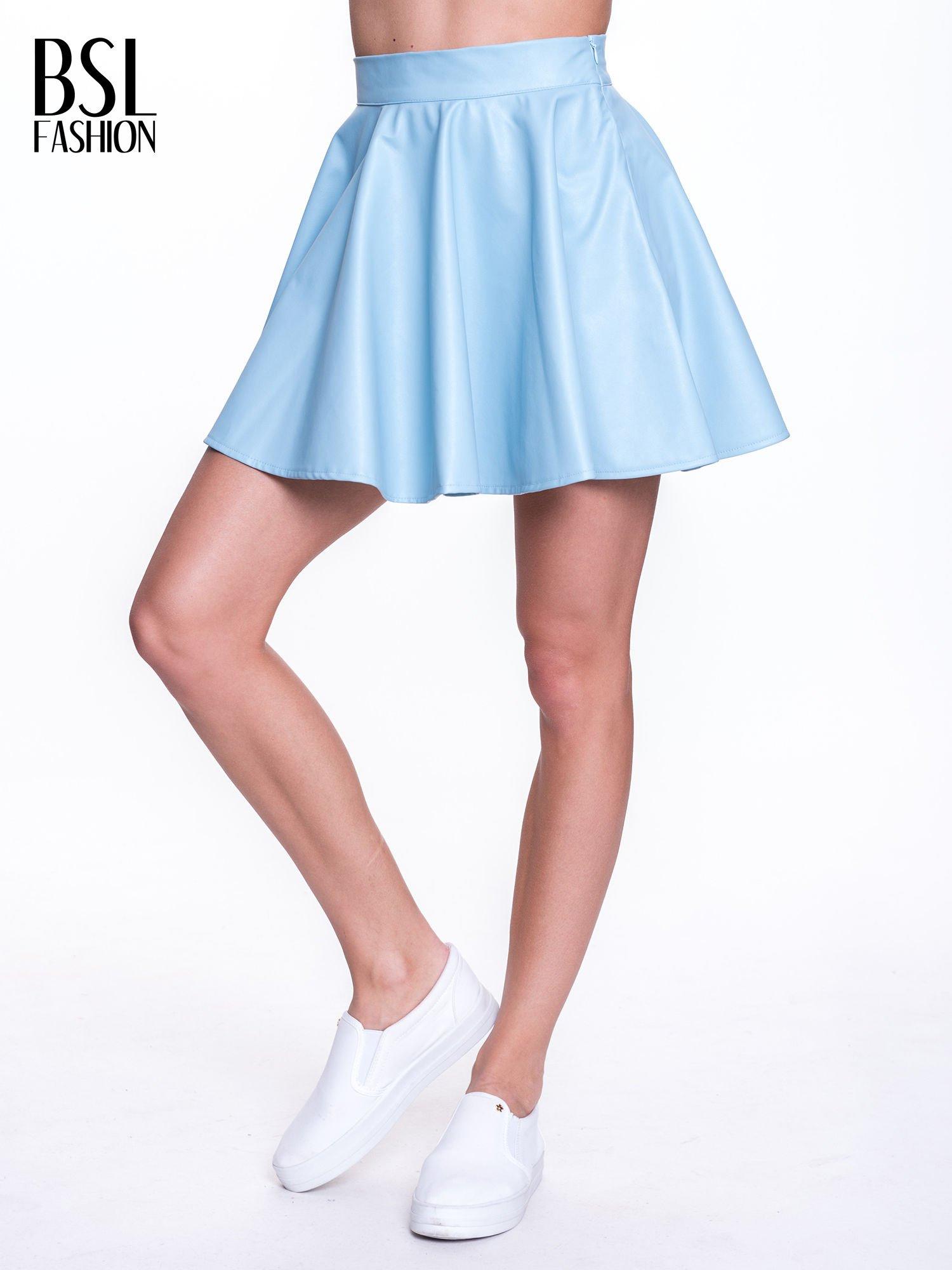 Błękitna mini spódnica skater ze skóry                                  zdj.                                  1