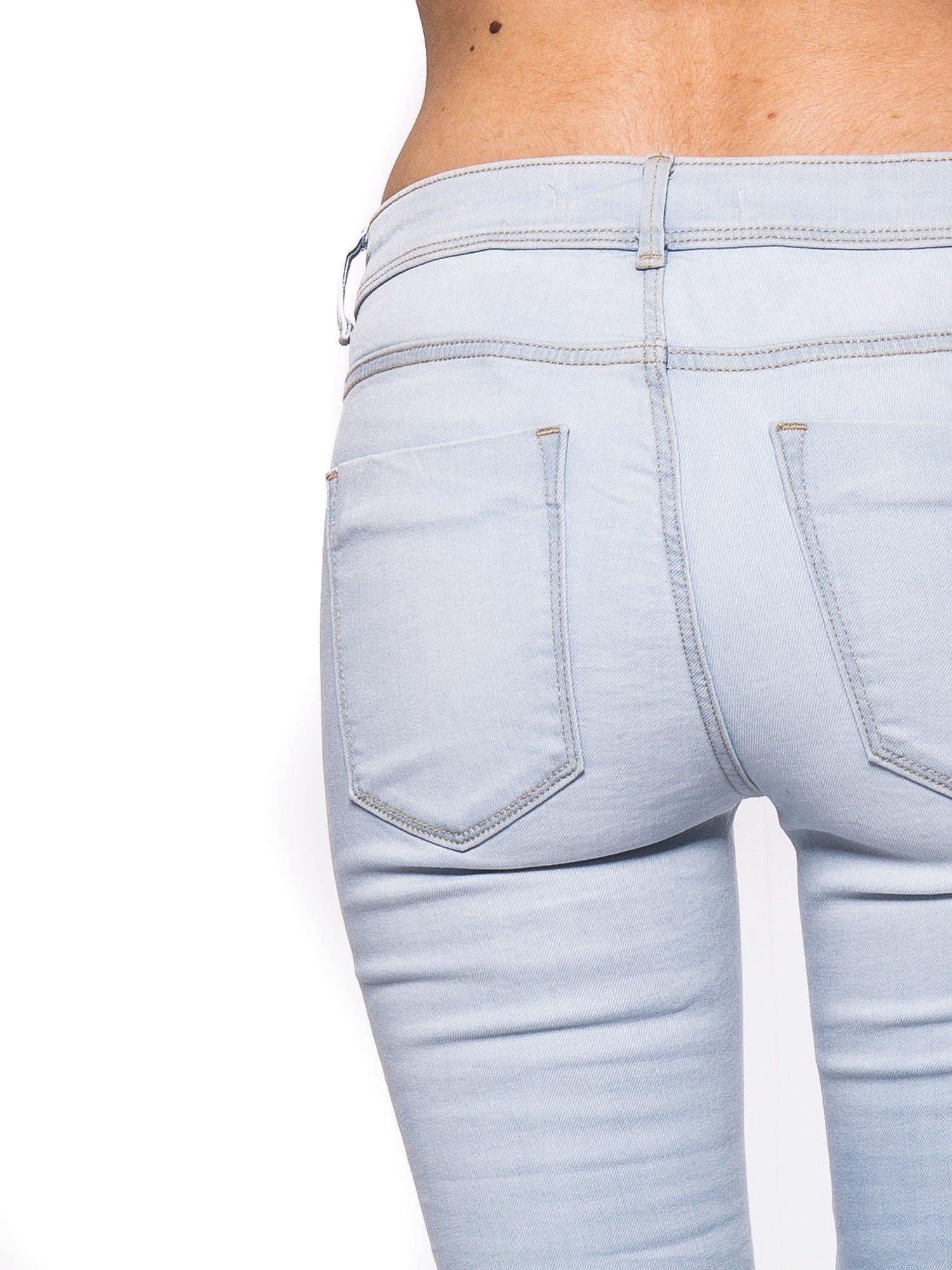 Błękitne spodnie jeansowe skinny fit                                  zdj.                                  5