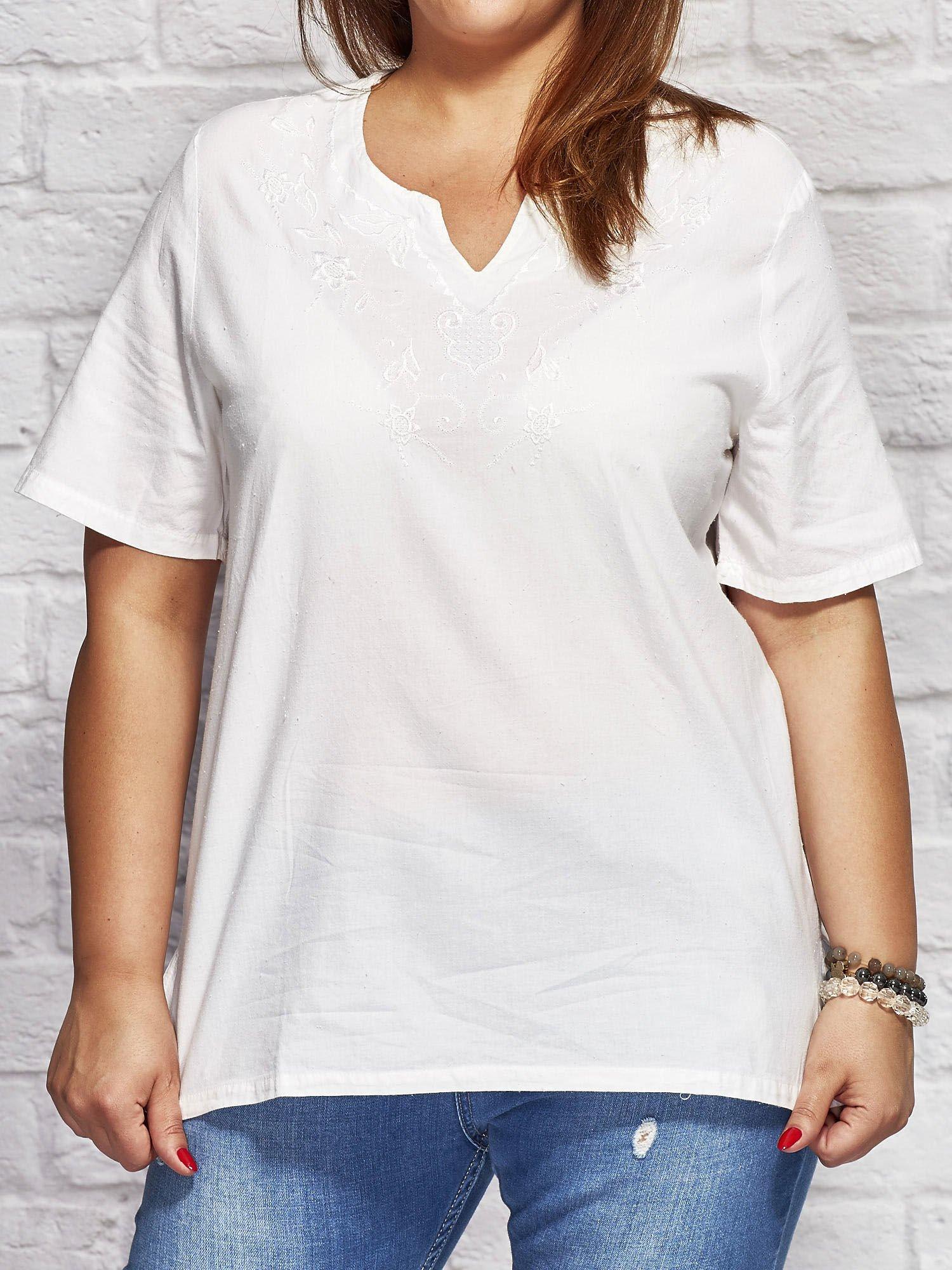 02383f66d5 Bluzka koszulowa z haftowanym wzorem biała PLUS SIZE - Bluzka plus ...