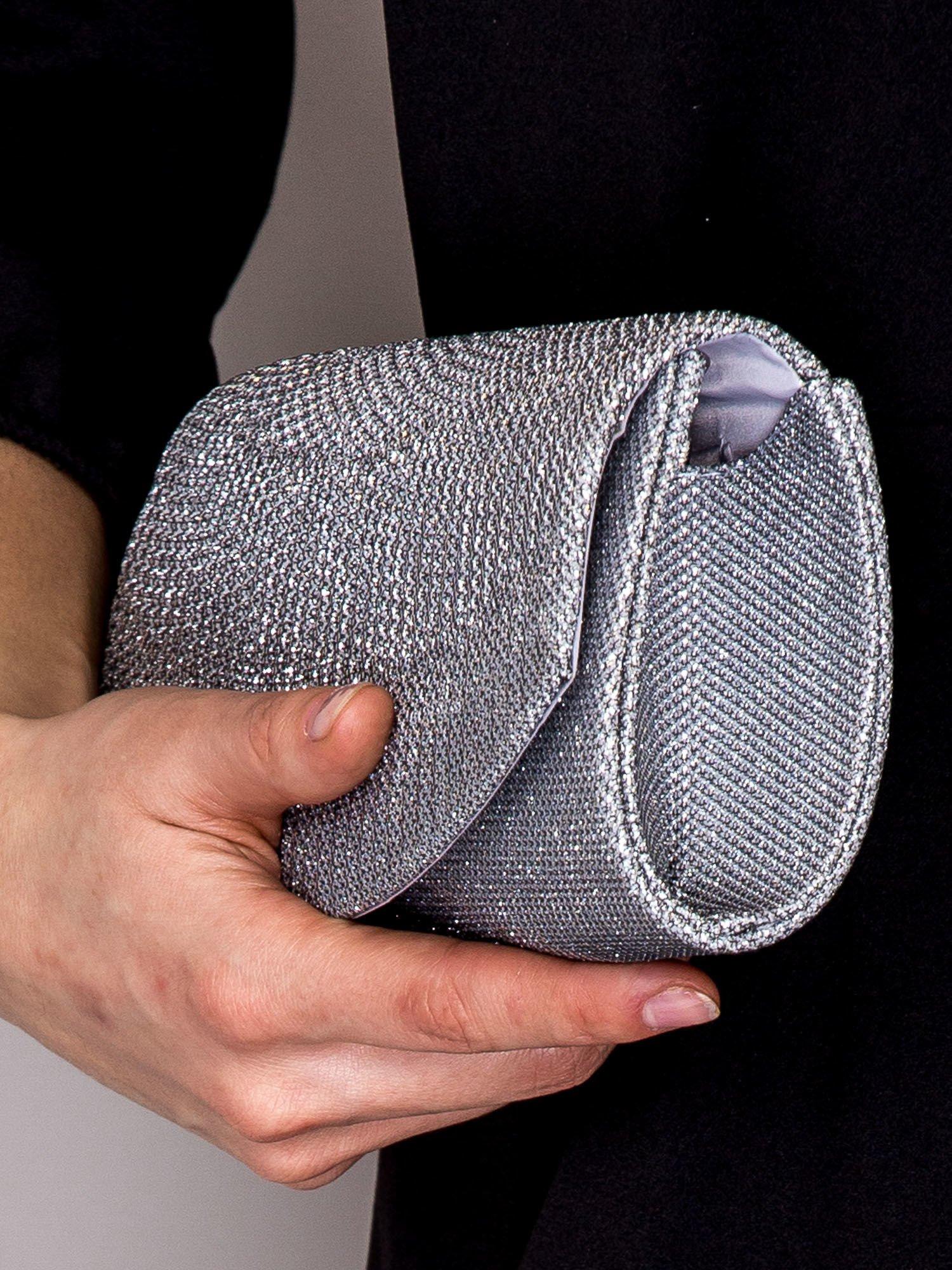 2d1b2a70c156a Błyszcząca kopertówka na łańcuszku srebrna - Akcesoria torba - sklep ...