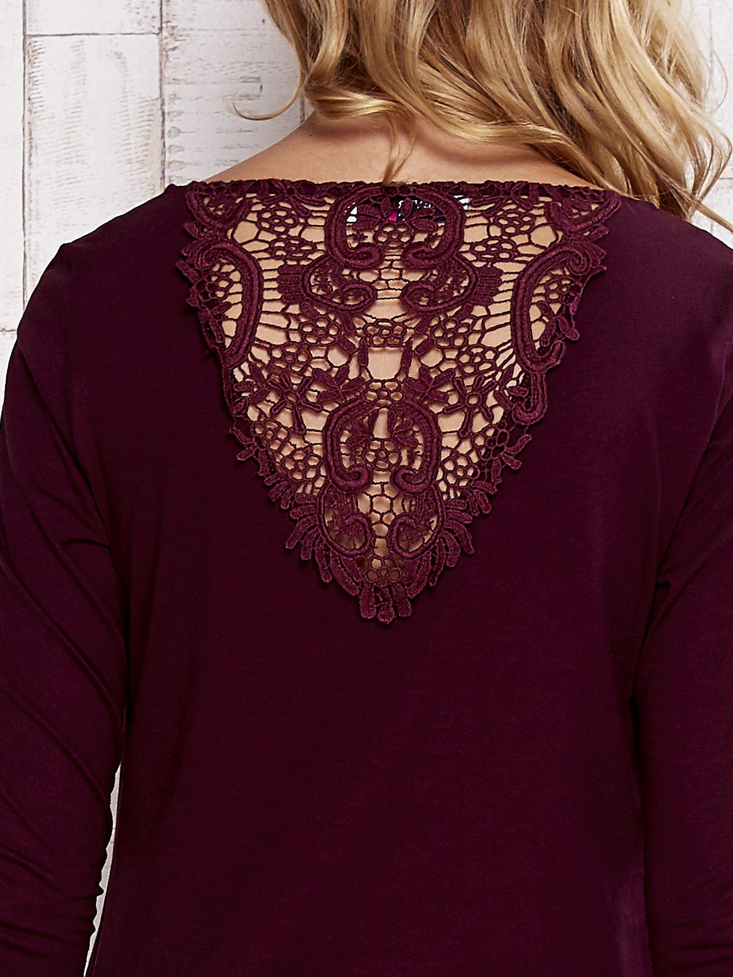 Bordowa bluzka z koronkową wstawką na plecach                                  zdj.                                  6