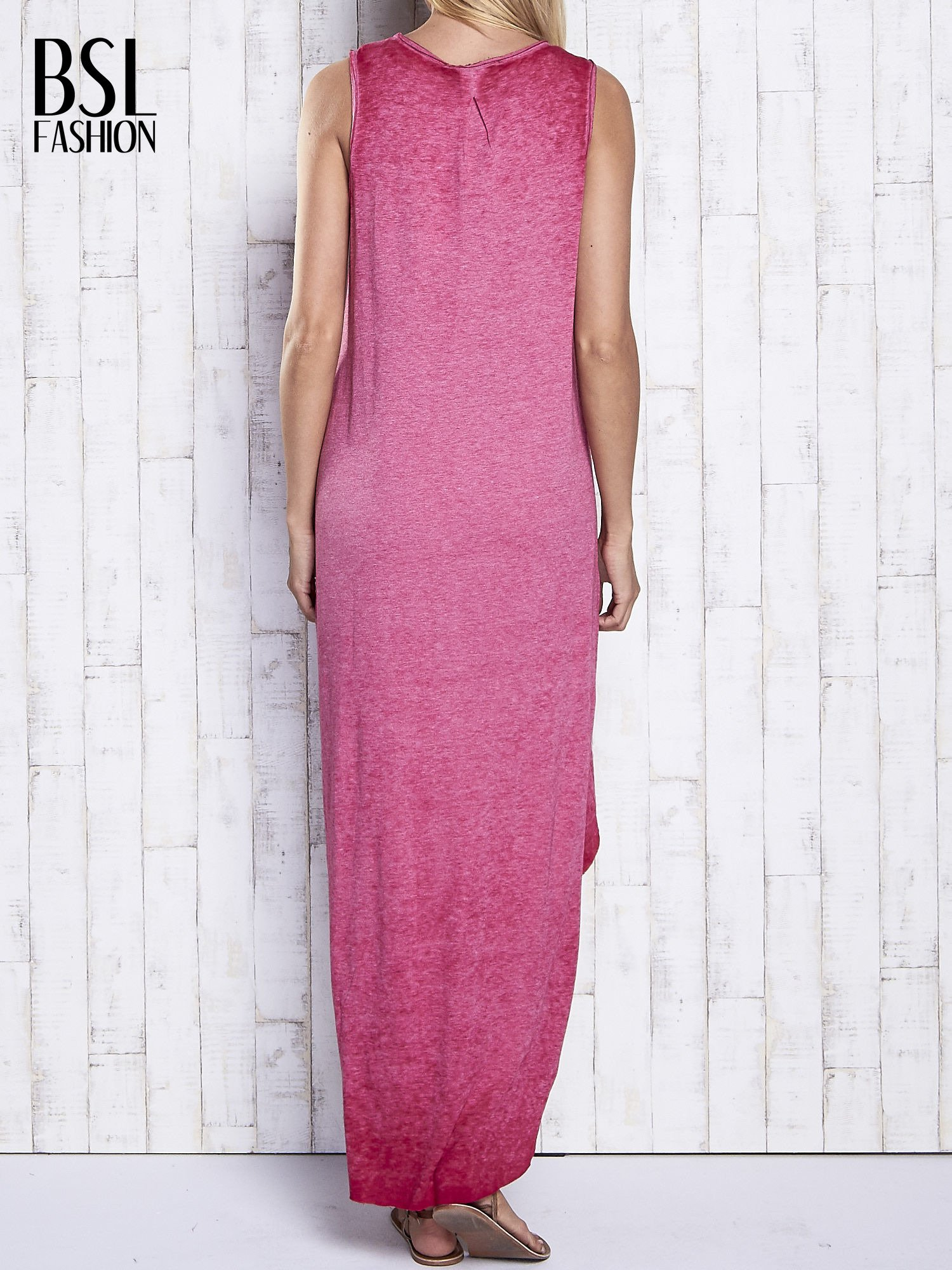 Bordowa dekatyzowana sukienka maxi z dłuższym tyłem                                  zdj.                                  4