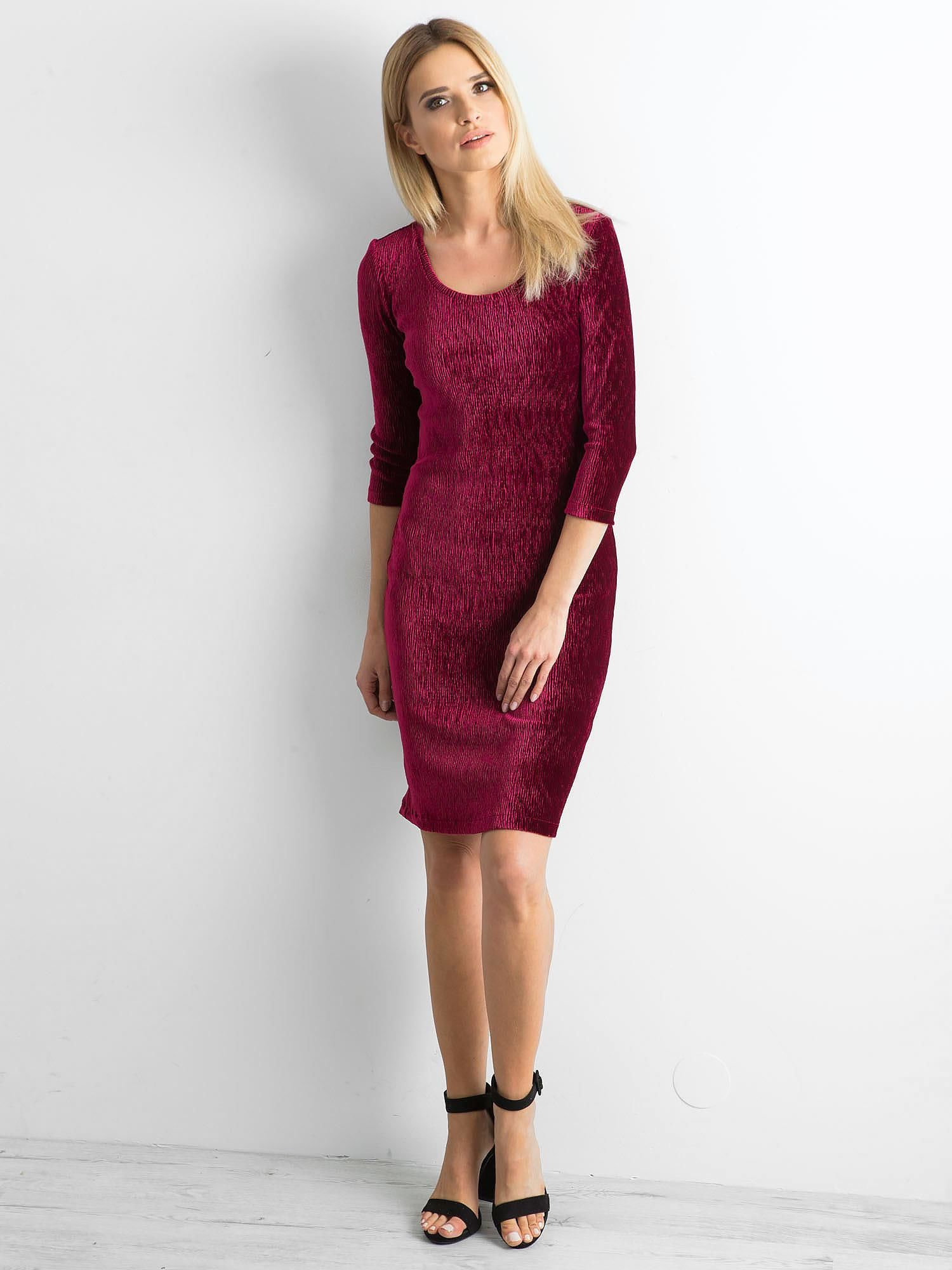 27966d58fc1904 Bordowa dopasowana welurowa sukienka - Sukienka dopasowana - sklep eButik.pl