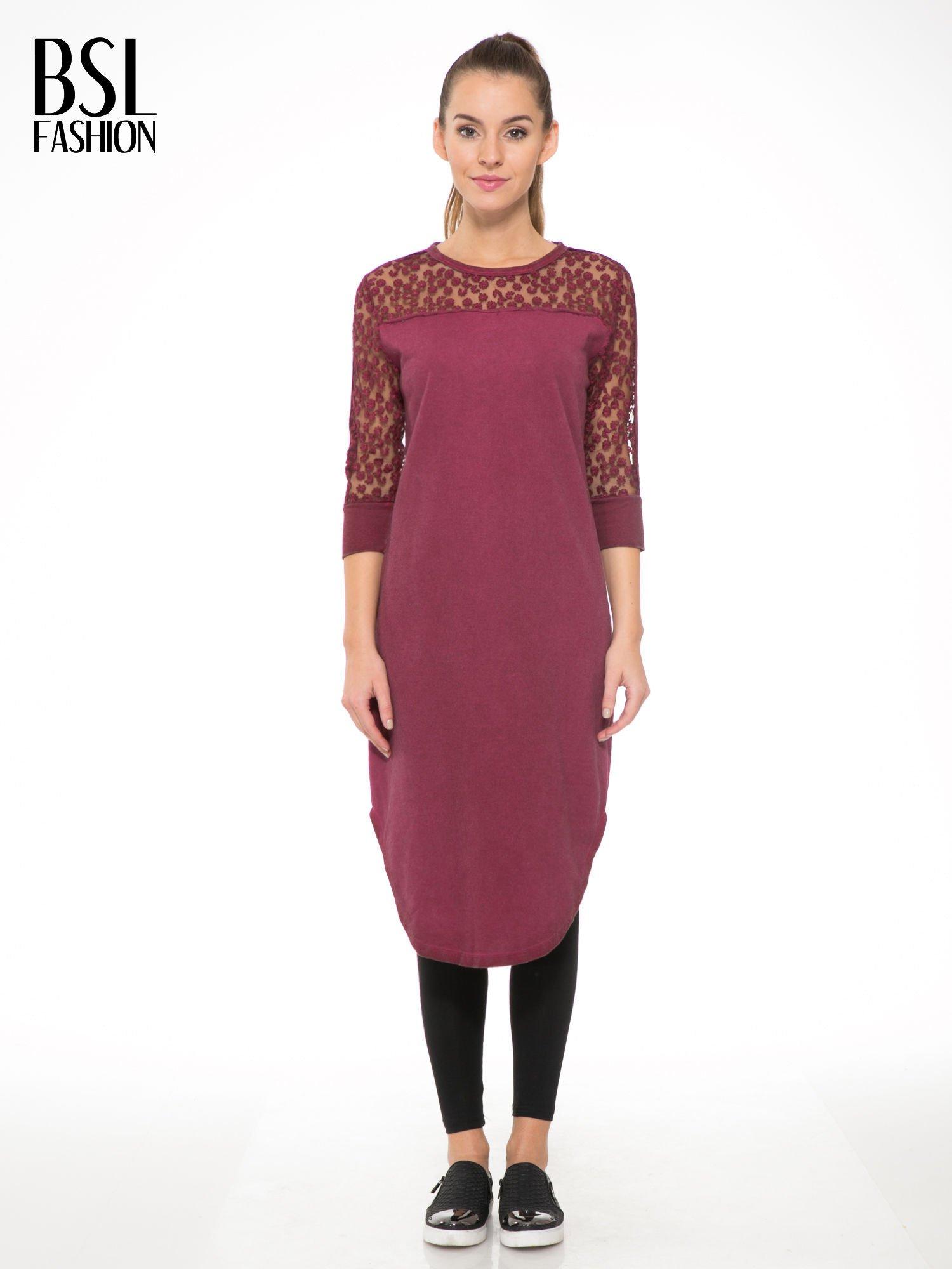 Bordowa dresowa sukienka z koronkowym karczkiem                                  zdj.                                  1