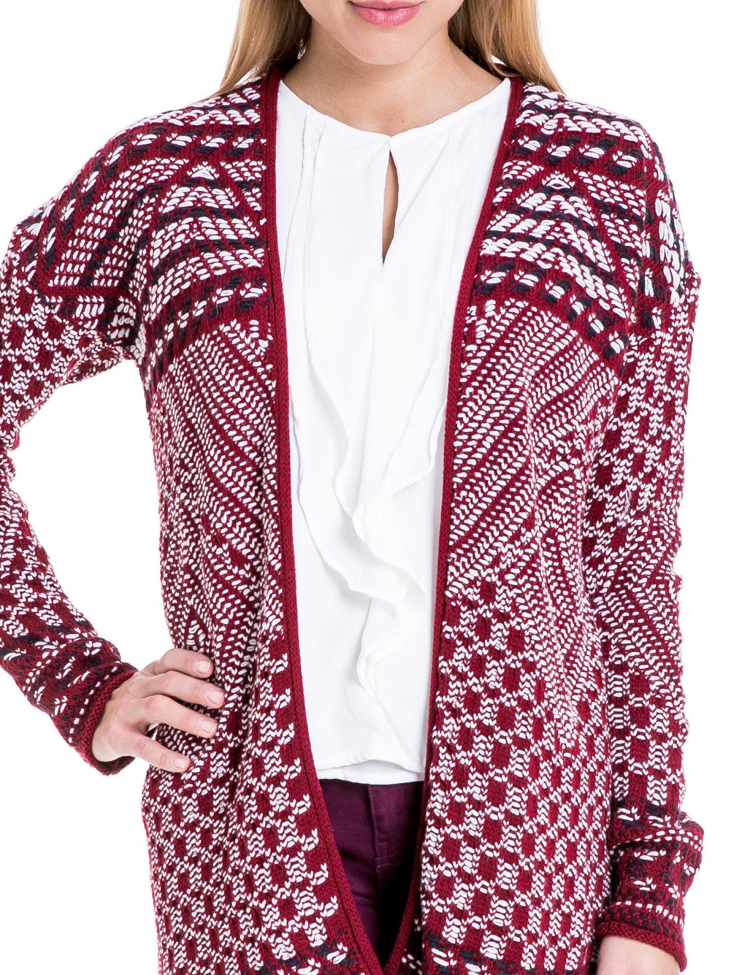 Bordowy sweter kardigan dziergany w etniczne wzory                                  zdj.                                  5