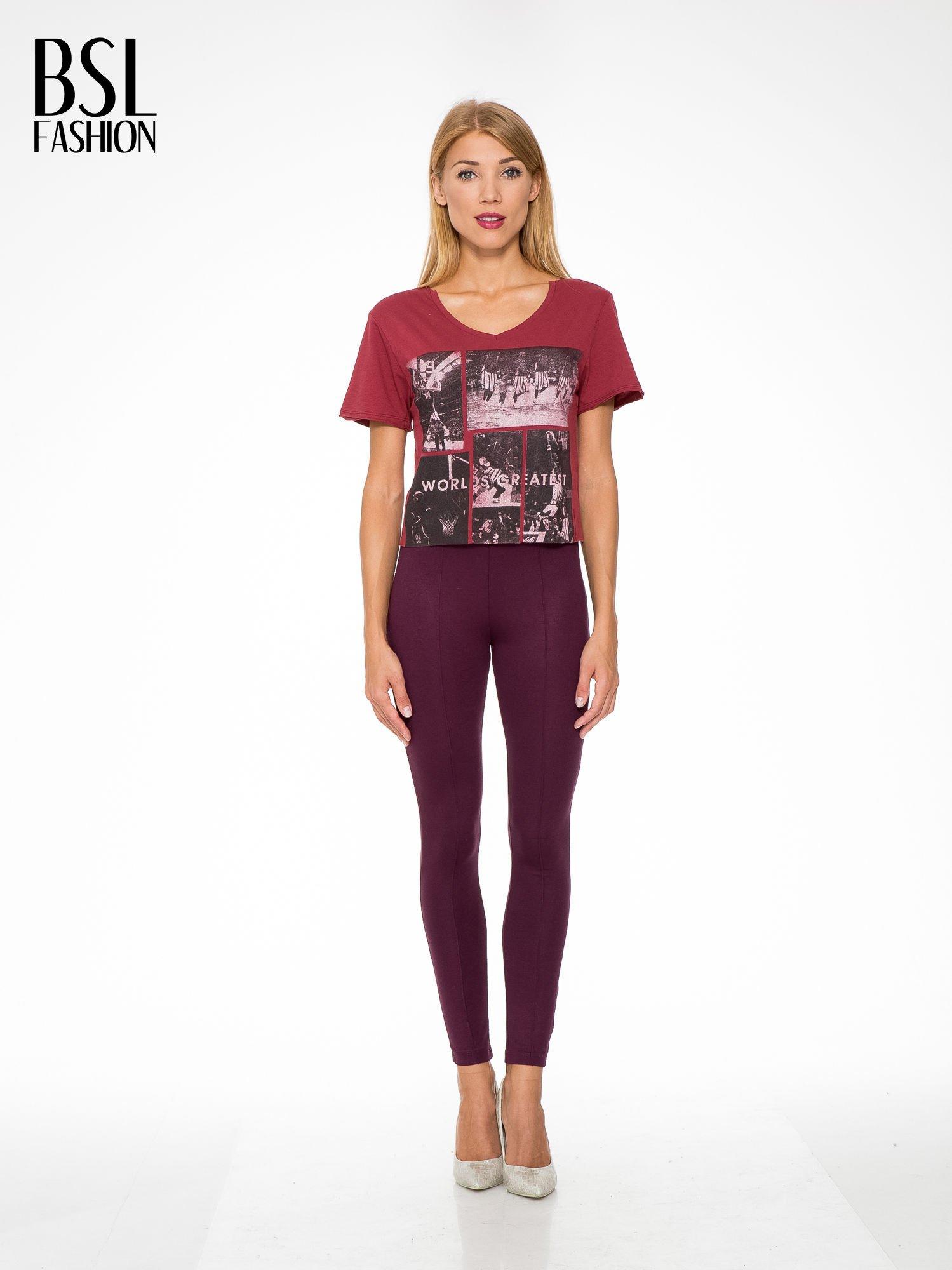 Bordowy t-shirt cropped z nadrukiem basketball                                  zdj.                                  5