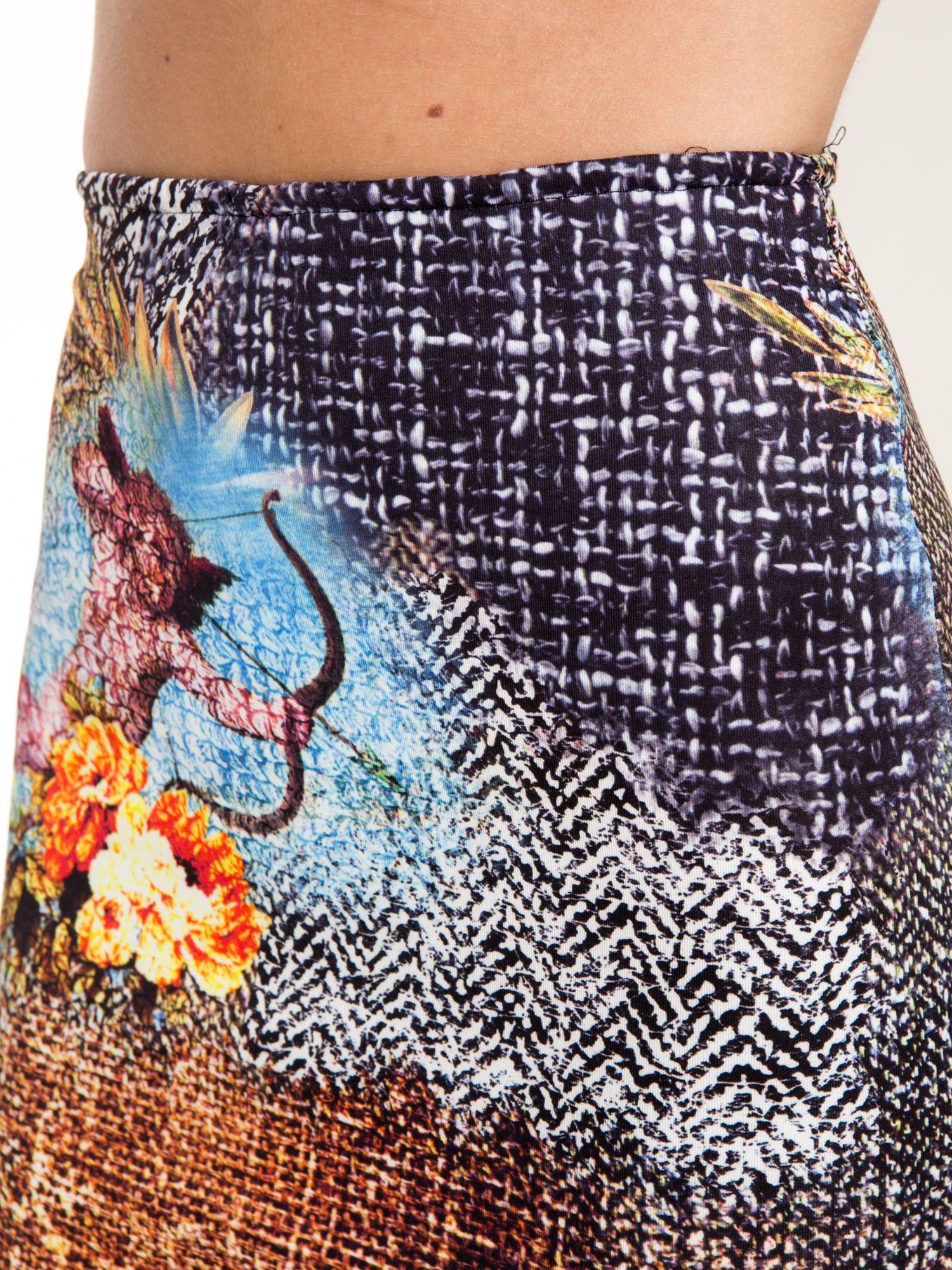 Brązowa ołówkowa spódnica z artystycznym nadrukiem                                  zdj.                                  8