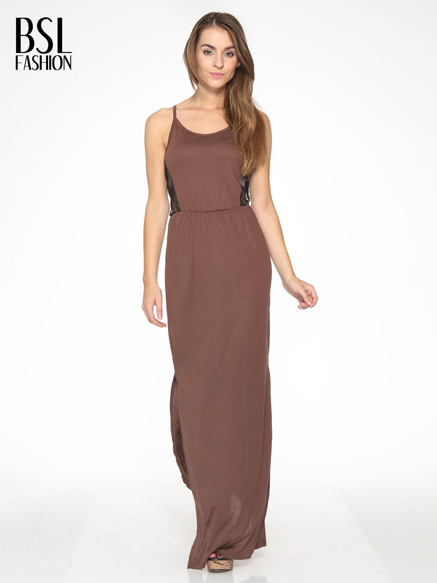 Brązowa sukienka maxi na ramiączkach z koronkowym tyłem                                  zdj.                                  2