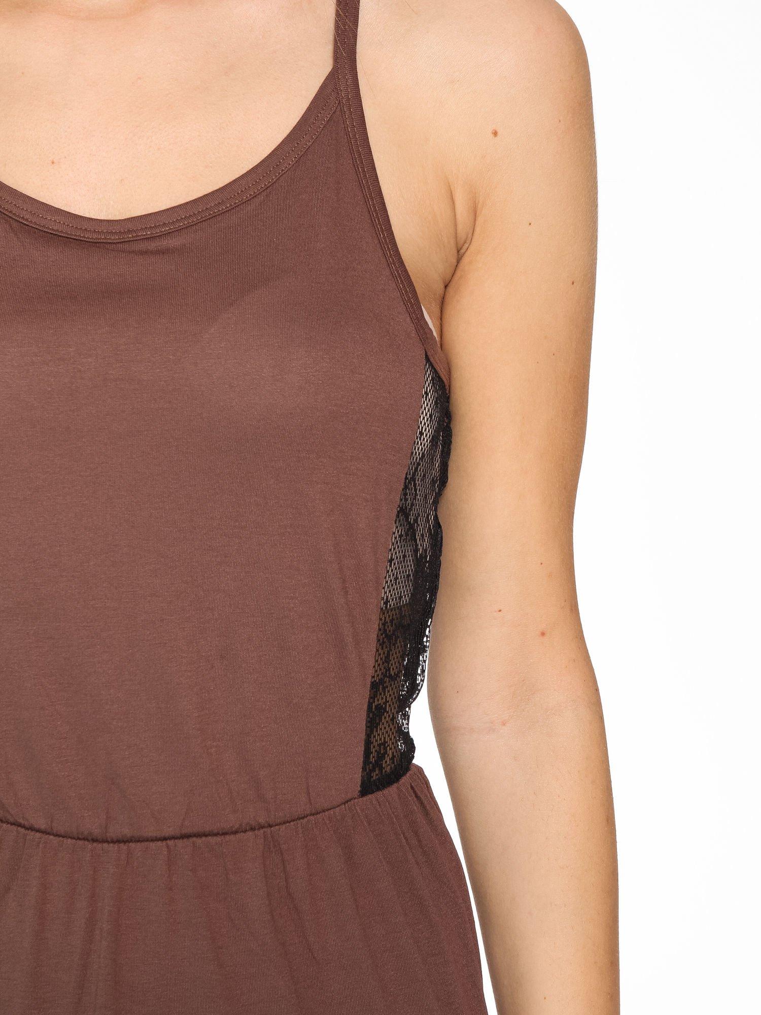 Brązowa sukienka maxi na ramiączkach z koronkowym tyłem                                  zdj.                                  6