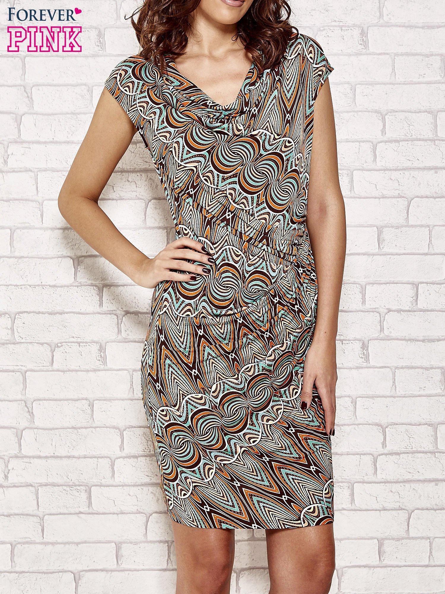 Brązowa sukienka w etniczne wzory                                  zdj.                                  1