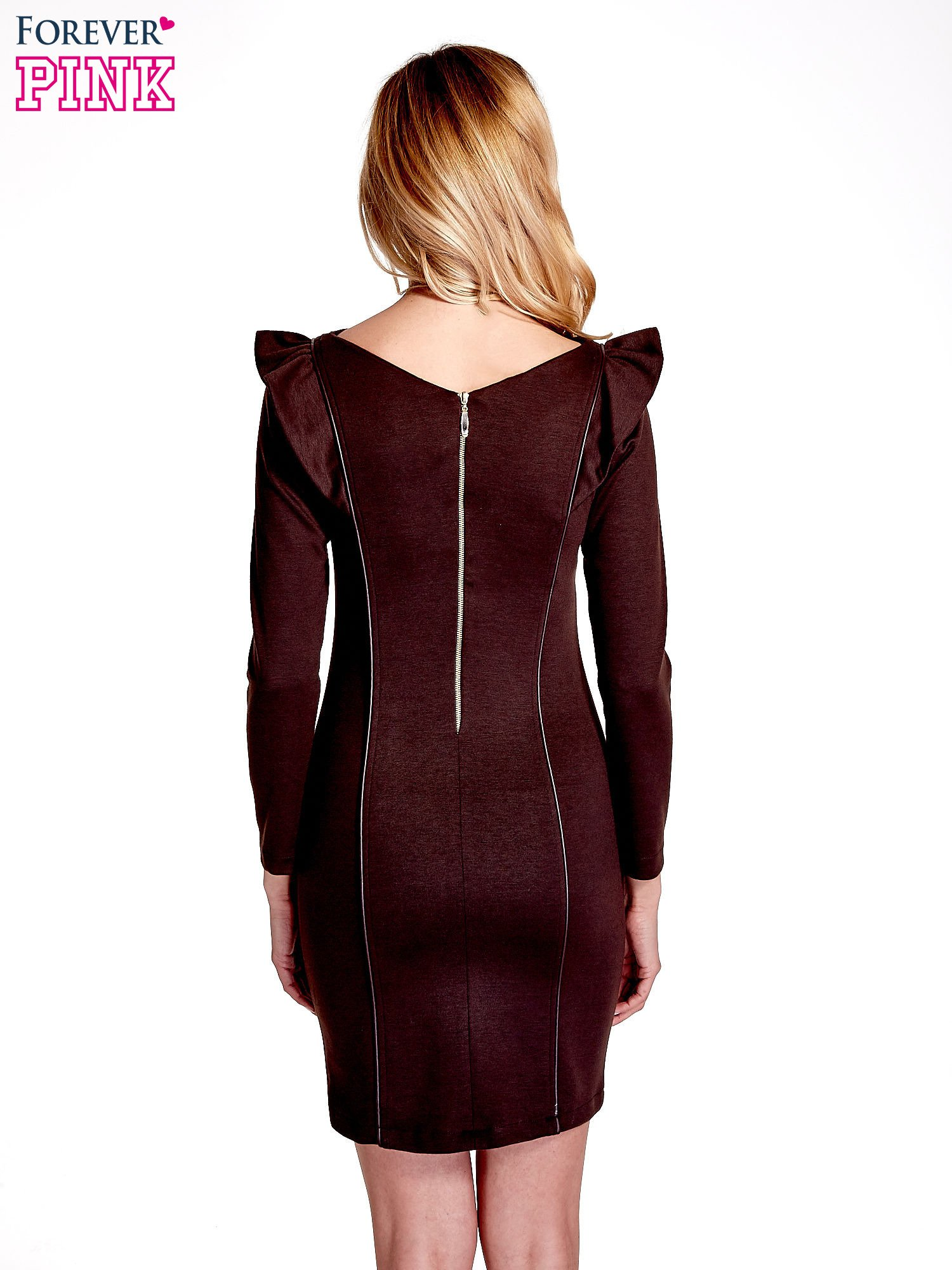 Brązowa sukienka z falbanami na ramionach                                  zdj.                                  2