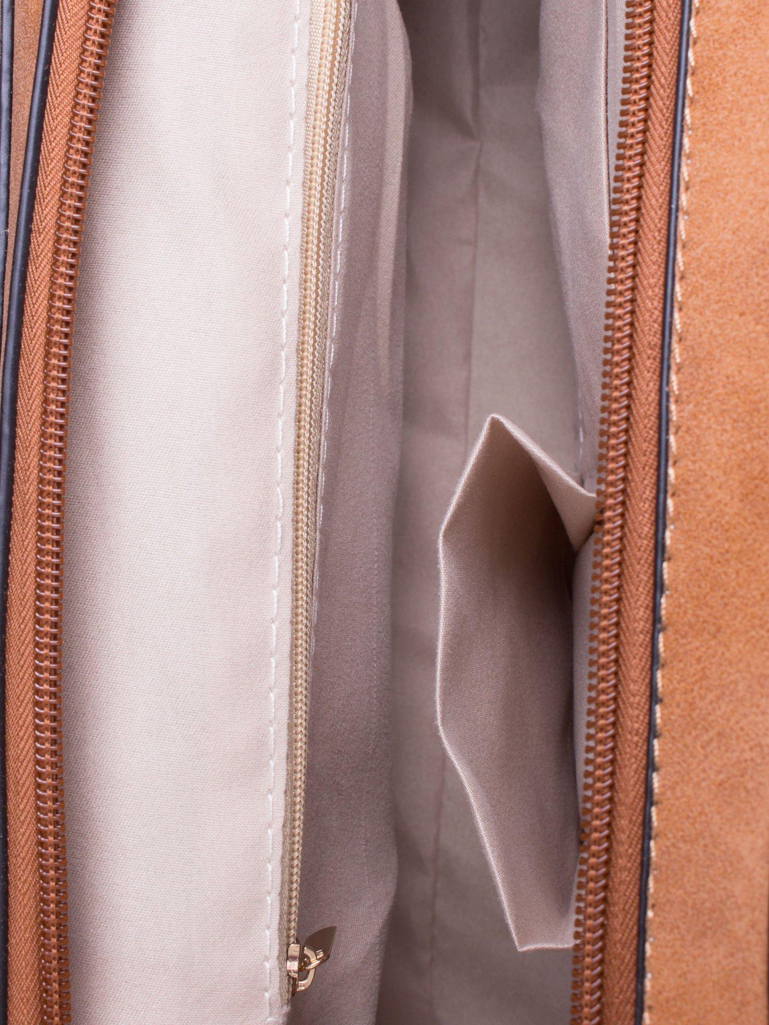 Brązowa torebka miejska z zawieszką                                  zdj.                                  5