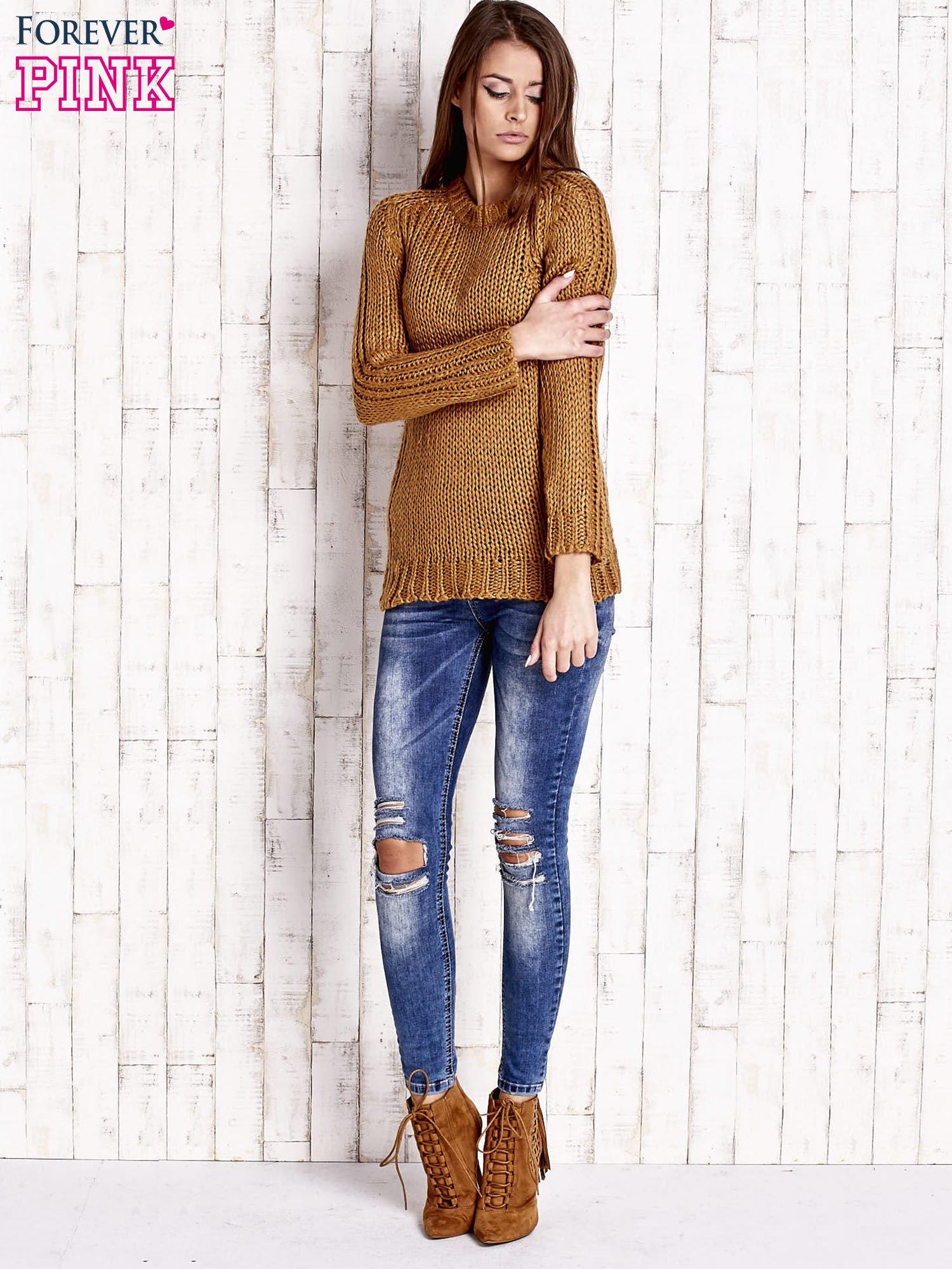 Brązowy dzianinowy sweter o szerokim splocie                                  zdj.                                  2