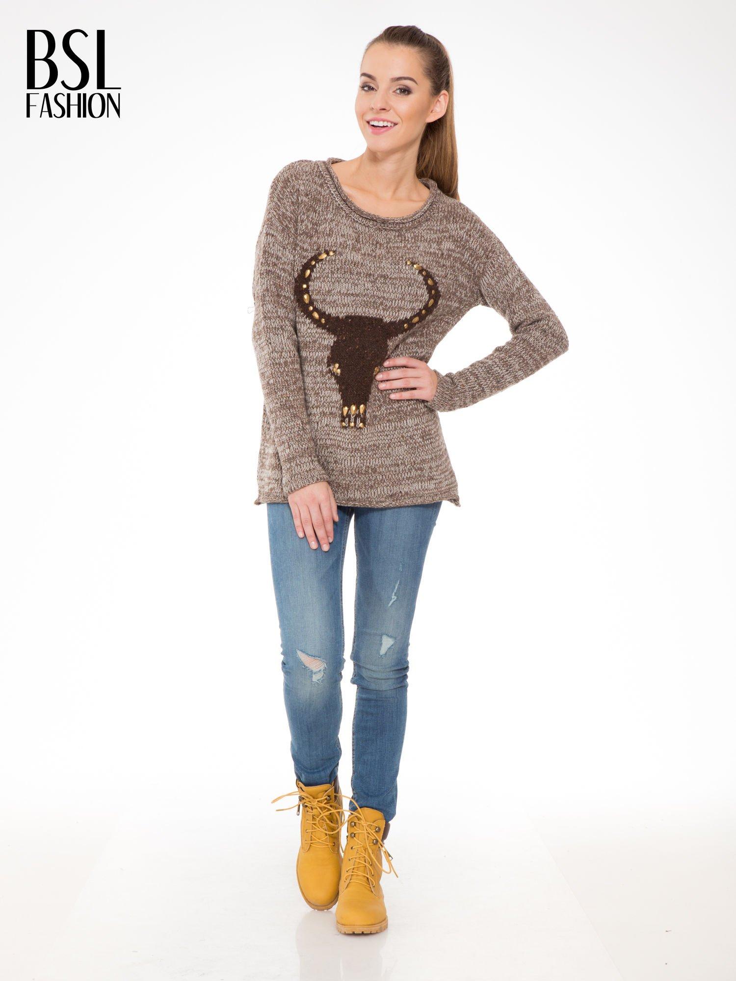 Brązowy melanżowy sweter z nadrukiem kozy                                  zdj.                                  2