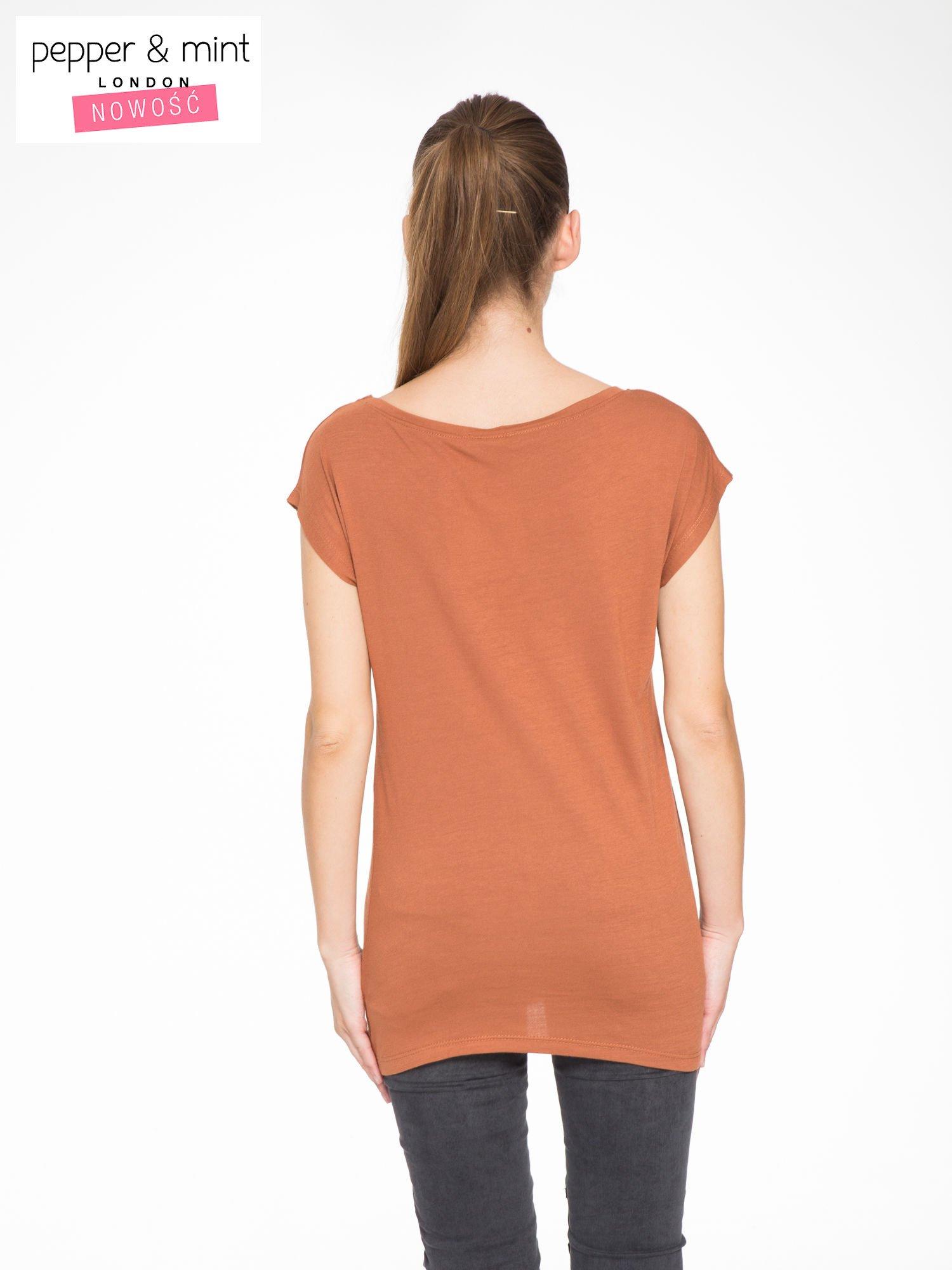 Brązowy t-shirt z nadrukiem w romantycznym stylu                                  zdj.                                  4