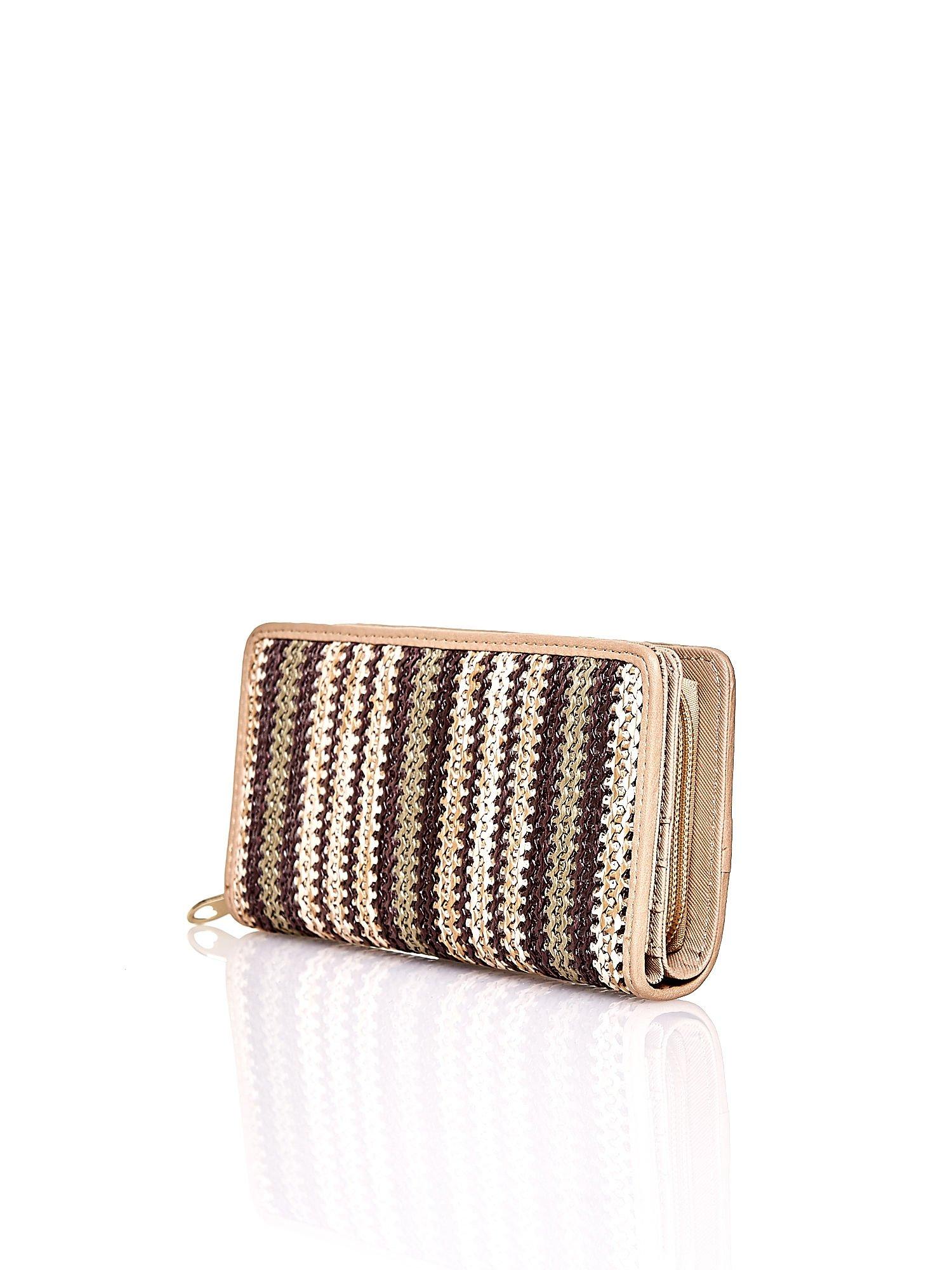 Ciemnobeżowy pleciony portfel w pionowe paski                                  zdj.                                  2