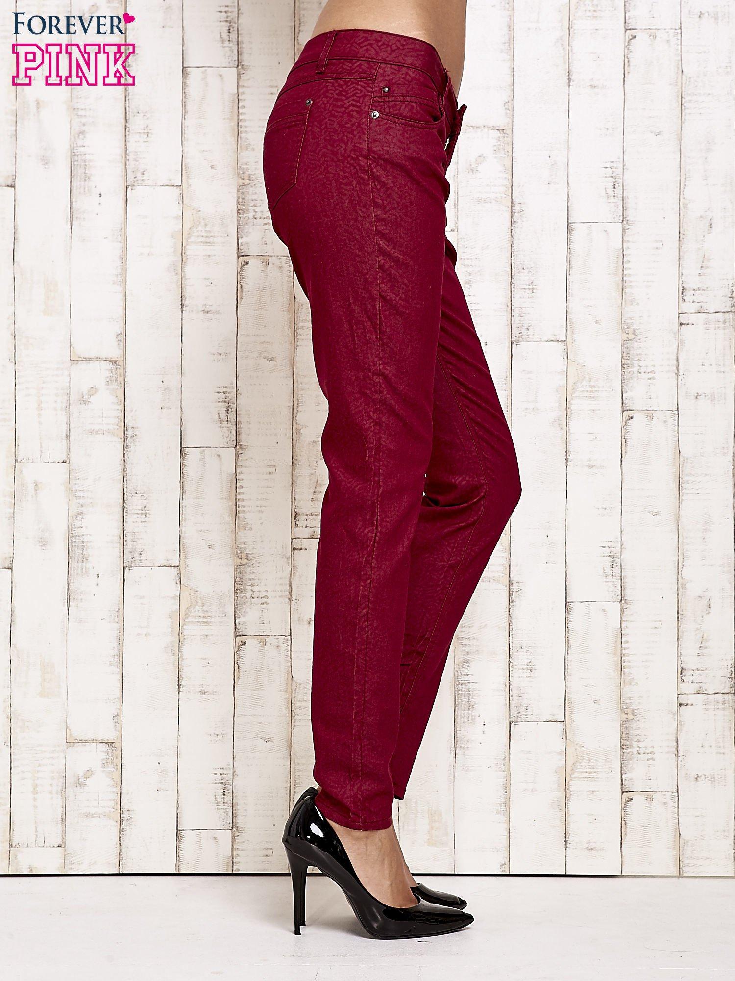 Ciemnoczerwone spodnie rurki w jodełkę                                  zdj.                                  3